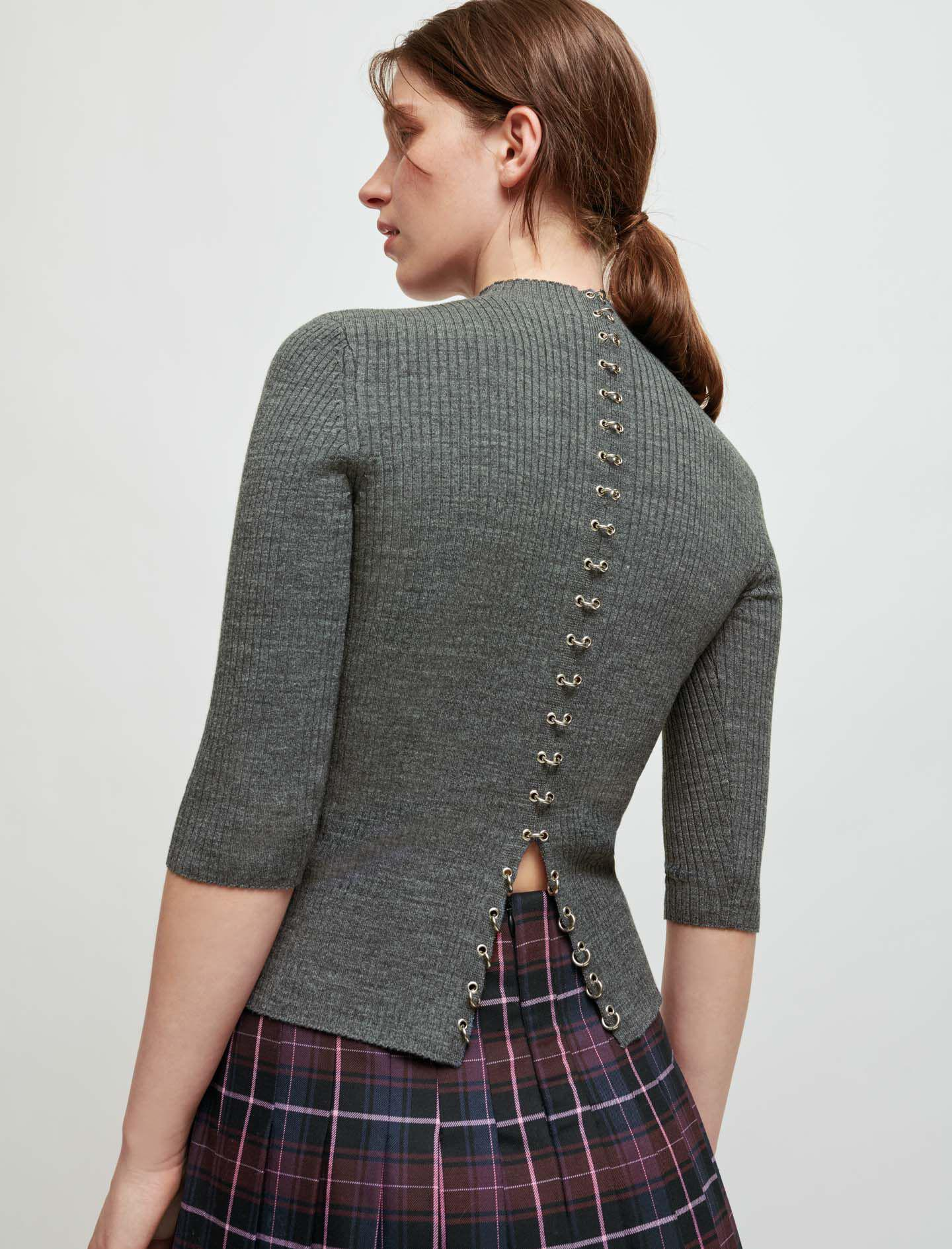 SWEATER WITH COLLAR AND PIERCINGS