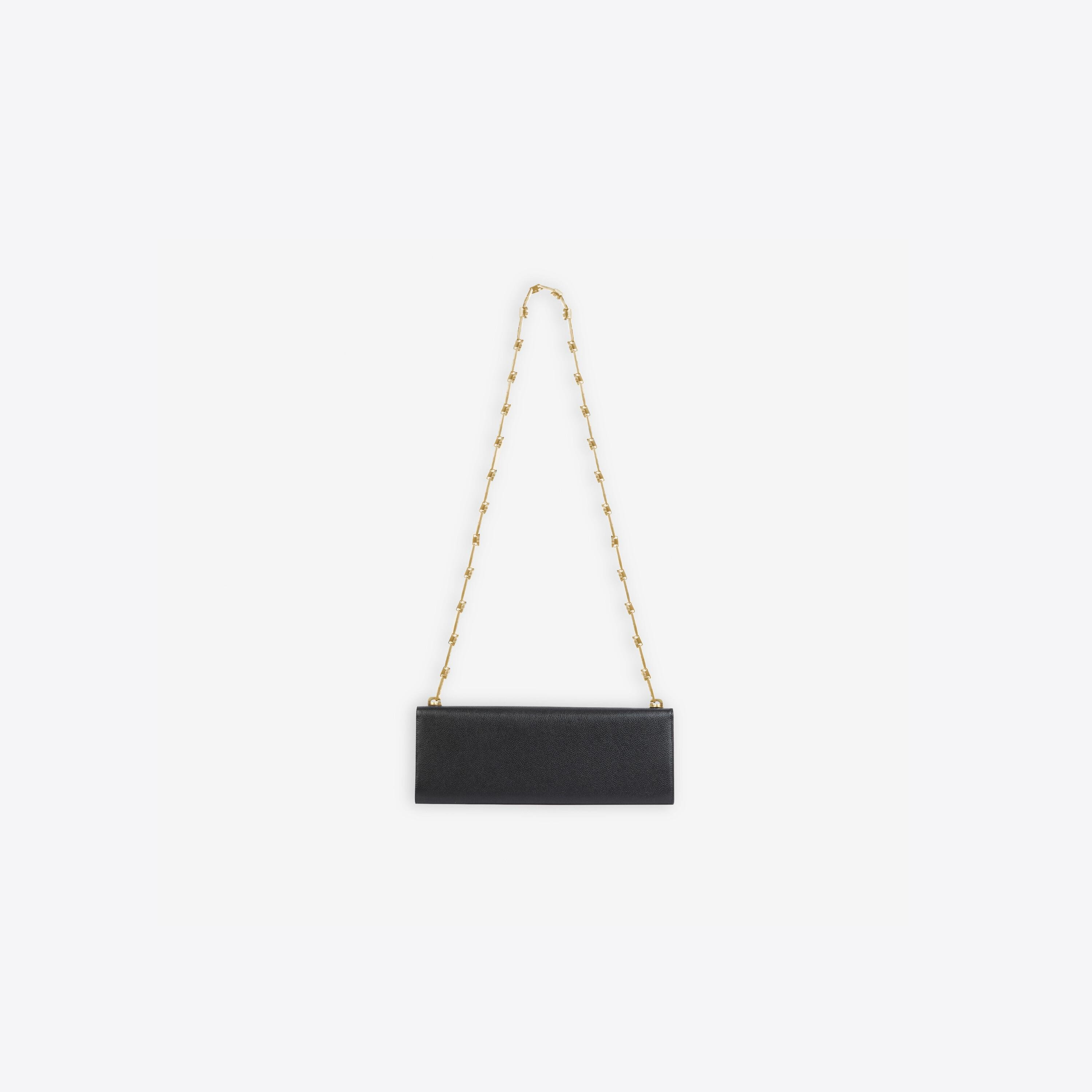 Essential Clutch With Chain 1