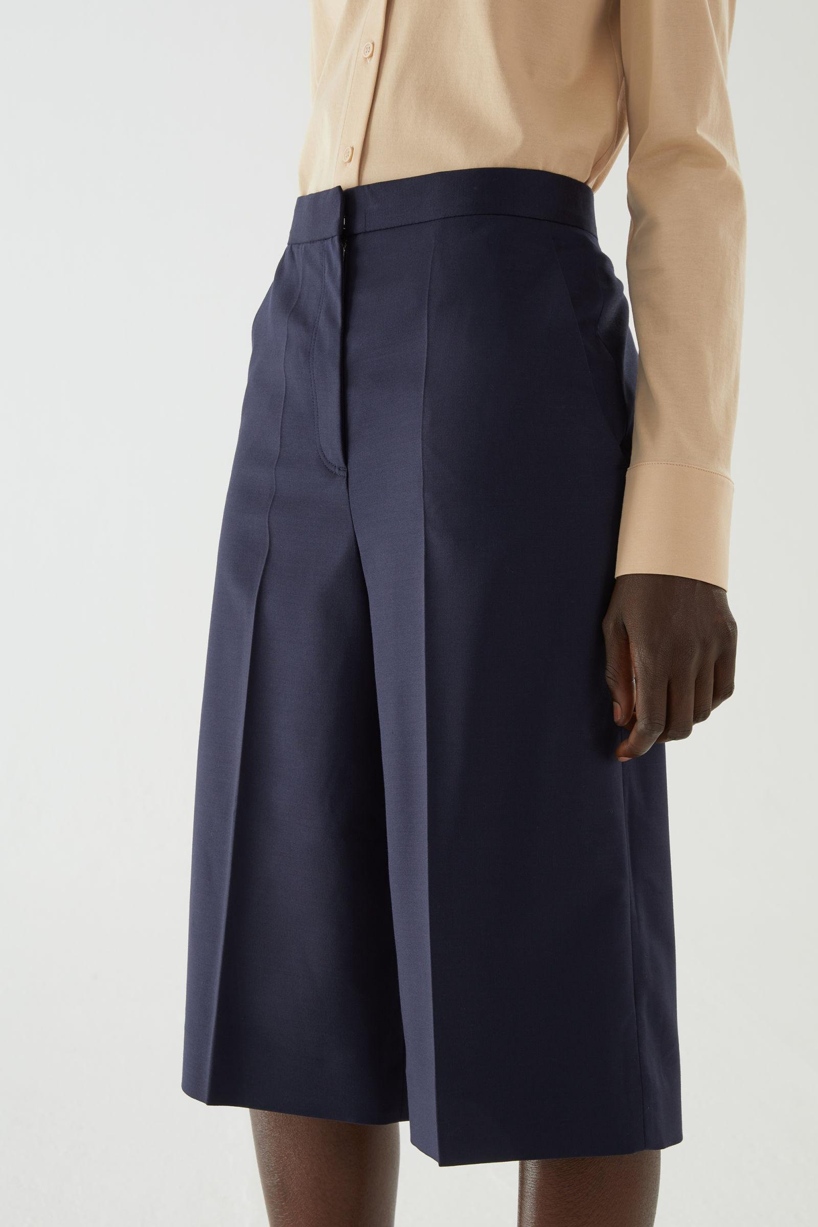 WOOL MIX PLEATED KNEE-LENGTH SHORTS