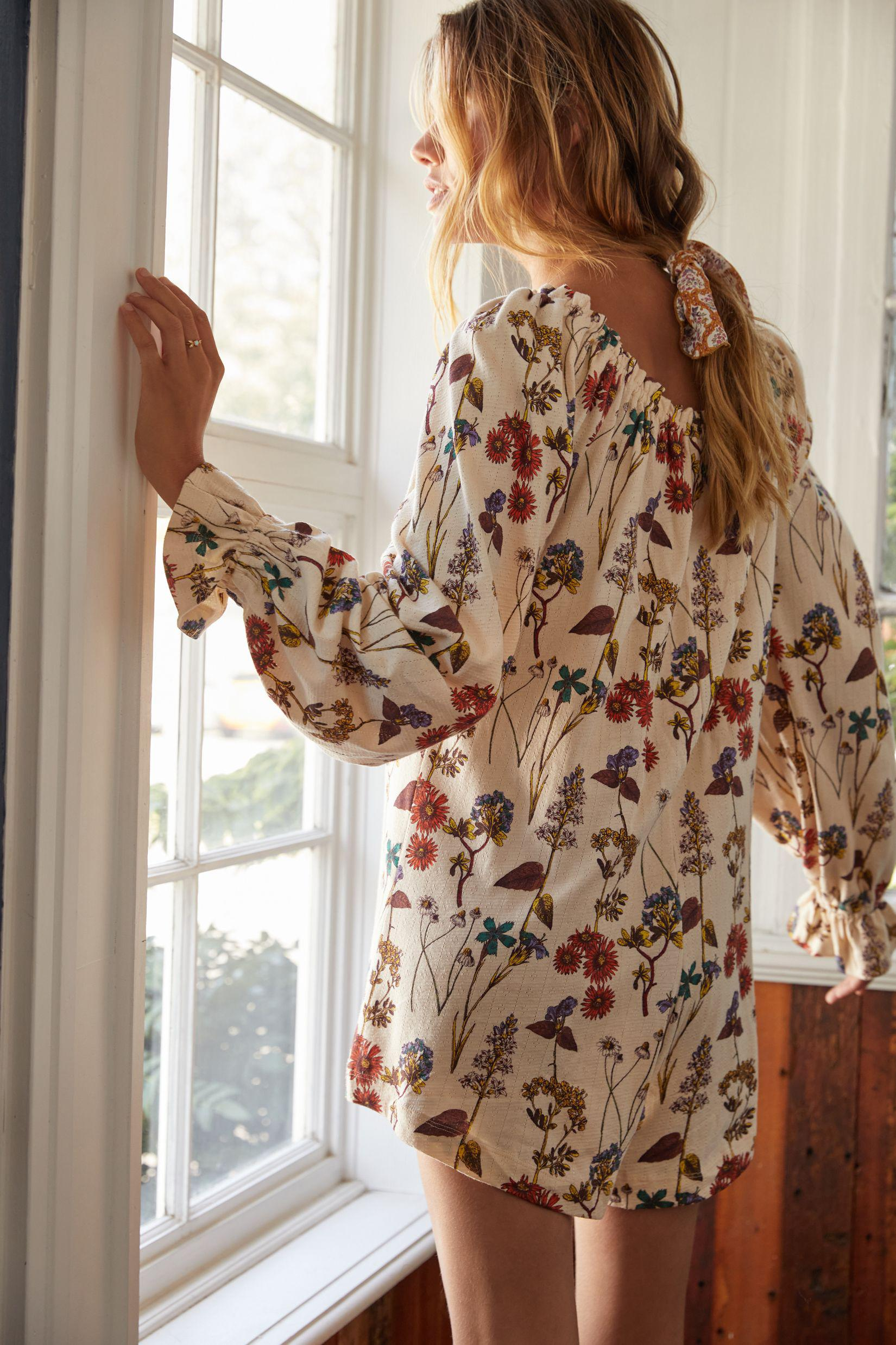 Puff-Sleeved Floral Romper 1