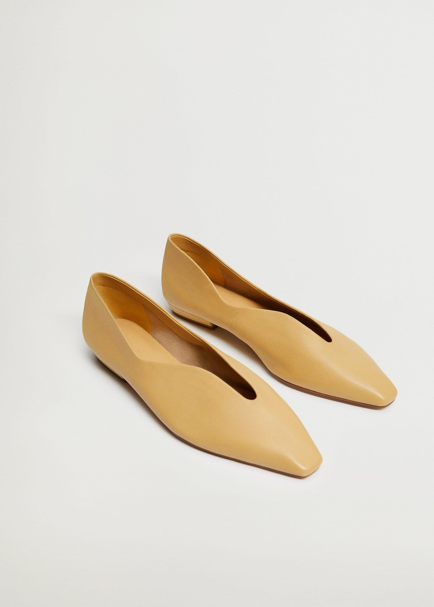 Pointed toe flat shoes 1
