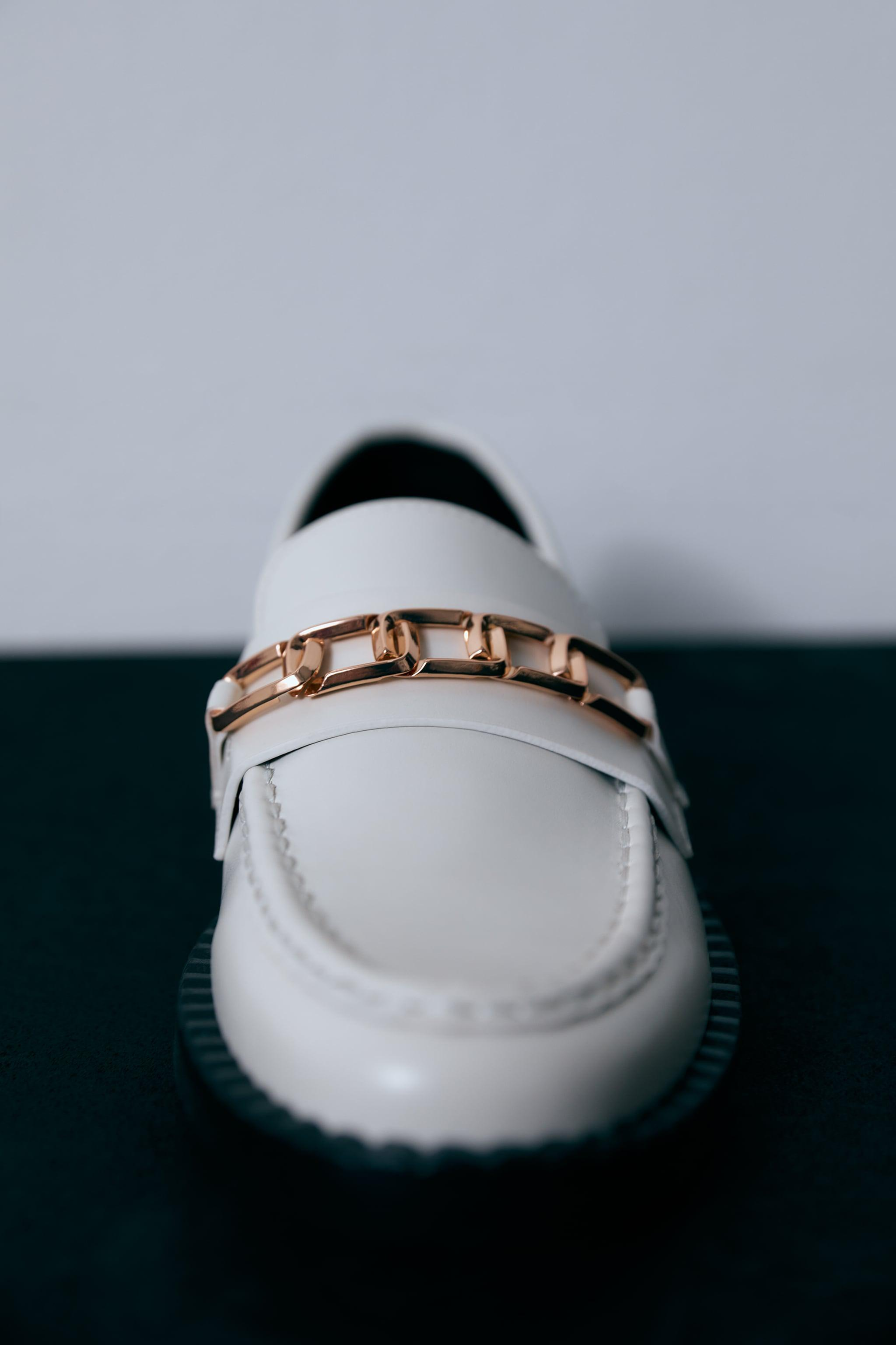 LOW HEEL CHAIN LOAFERS