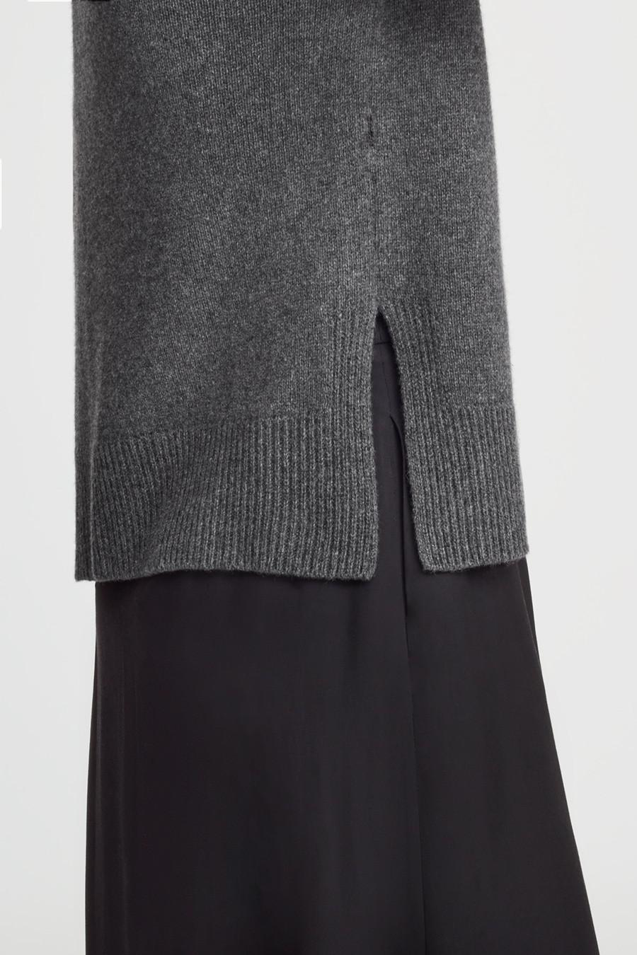 Women's Recycled Crewneck Sweater in Charcoal | Size: 3