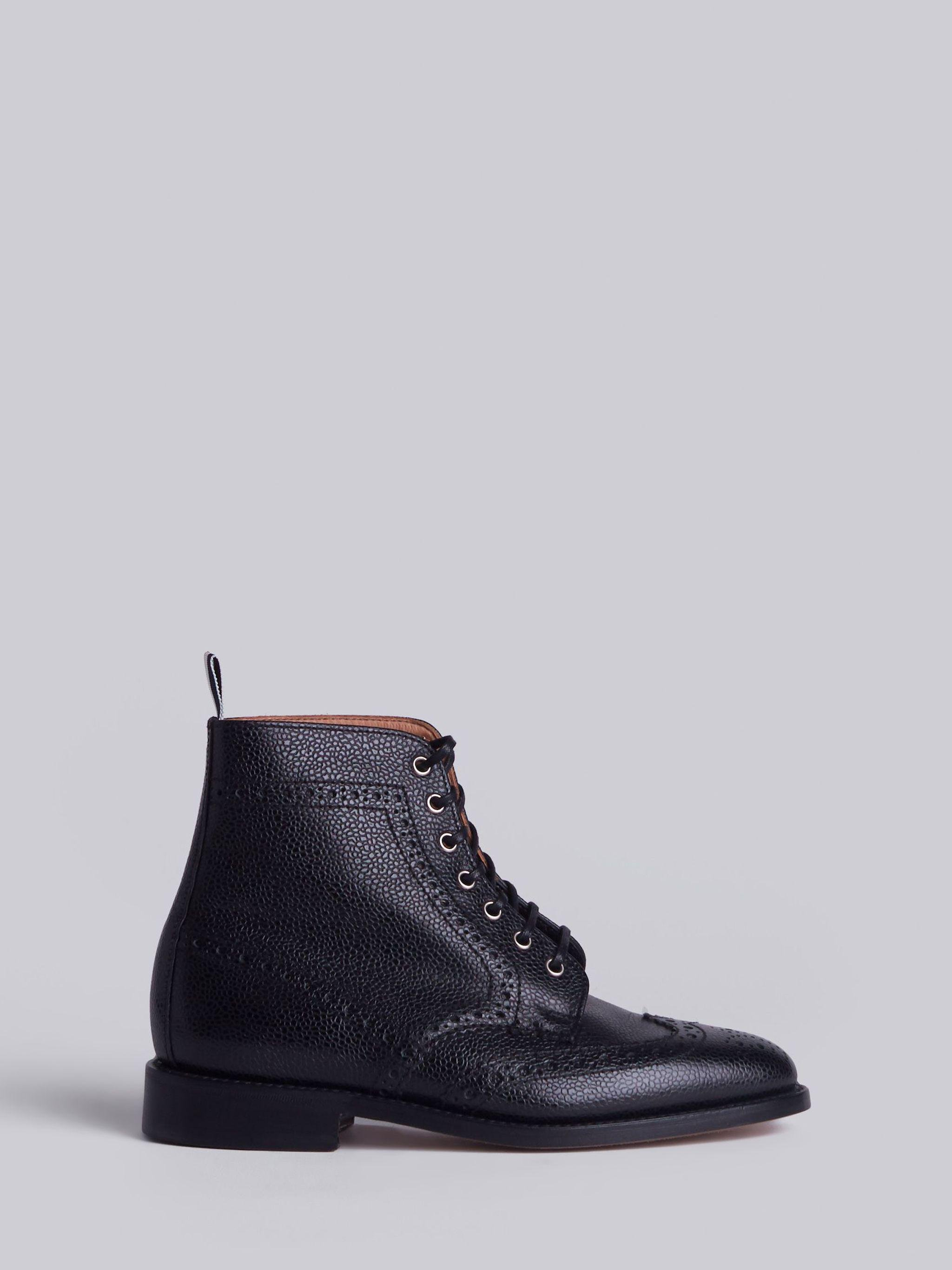 Wingtip Brogue Boot With Leather Sole In Black Pebble Grain