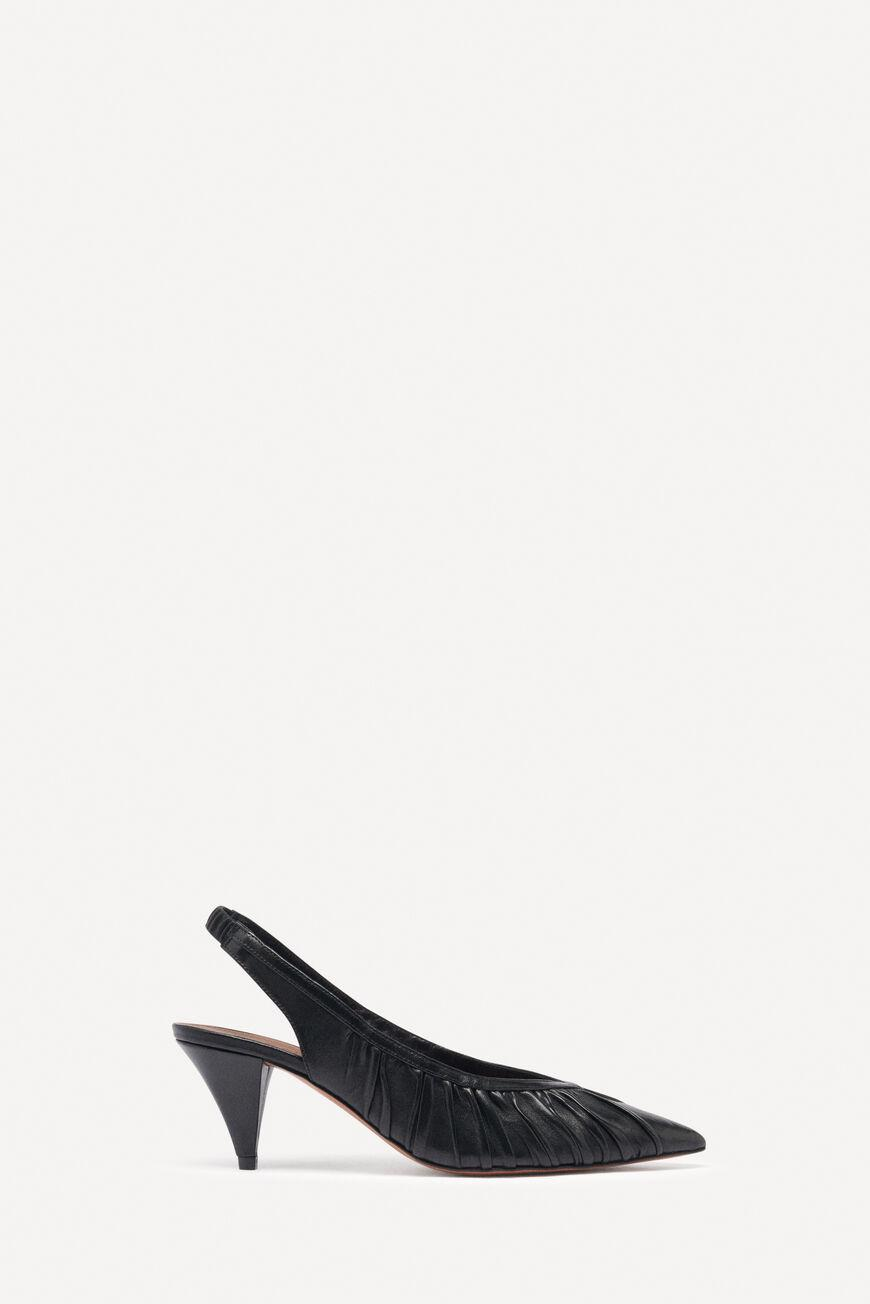 cherry.POINTED TOE PUMPS