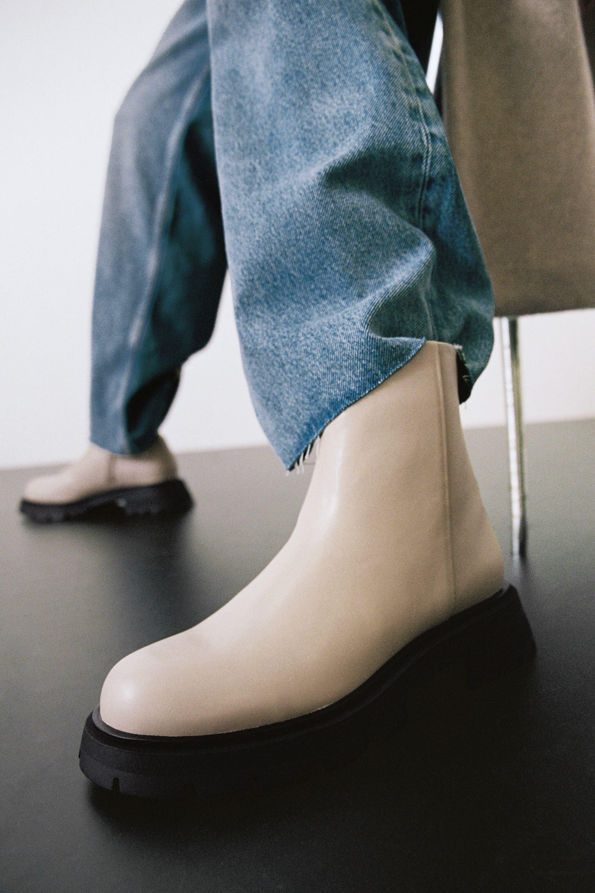 LOW HEELED LUG SOLE LEATHER ANKLE BOOTS