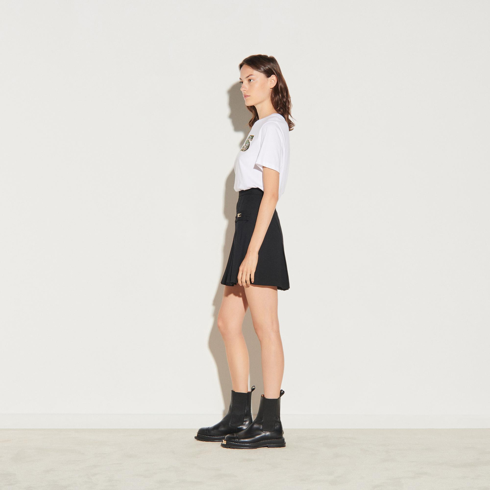 Short skirt with stitched pleats 2