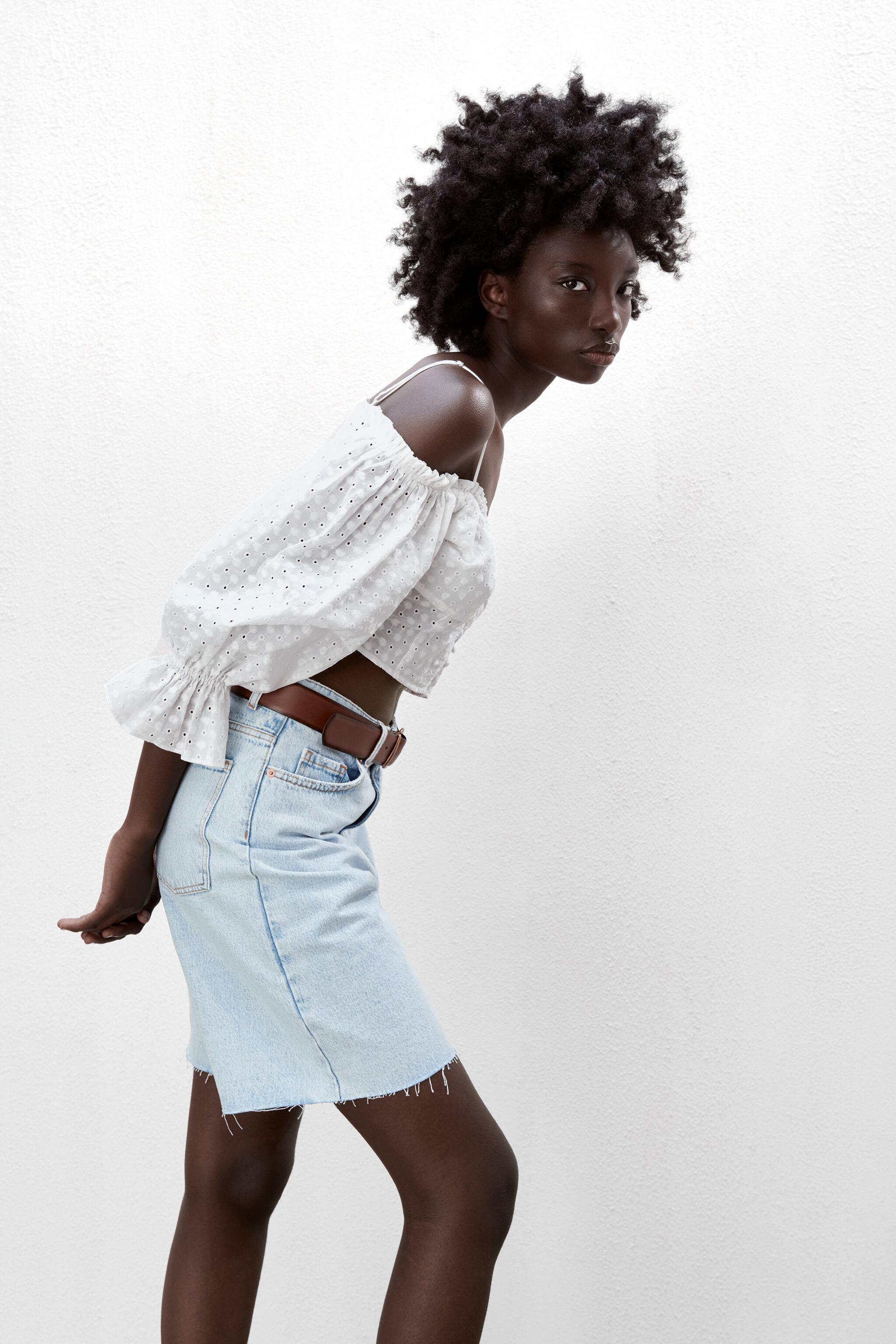EMBROIDERED EYELET CROP TOP 2