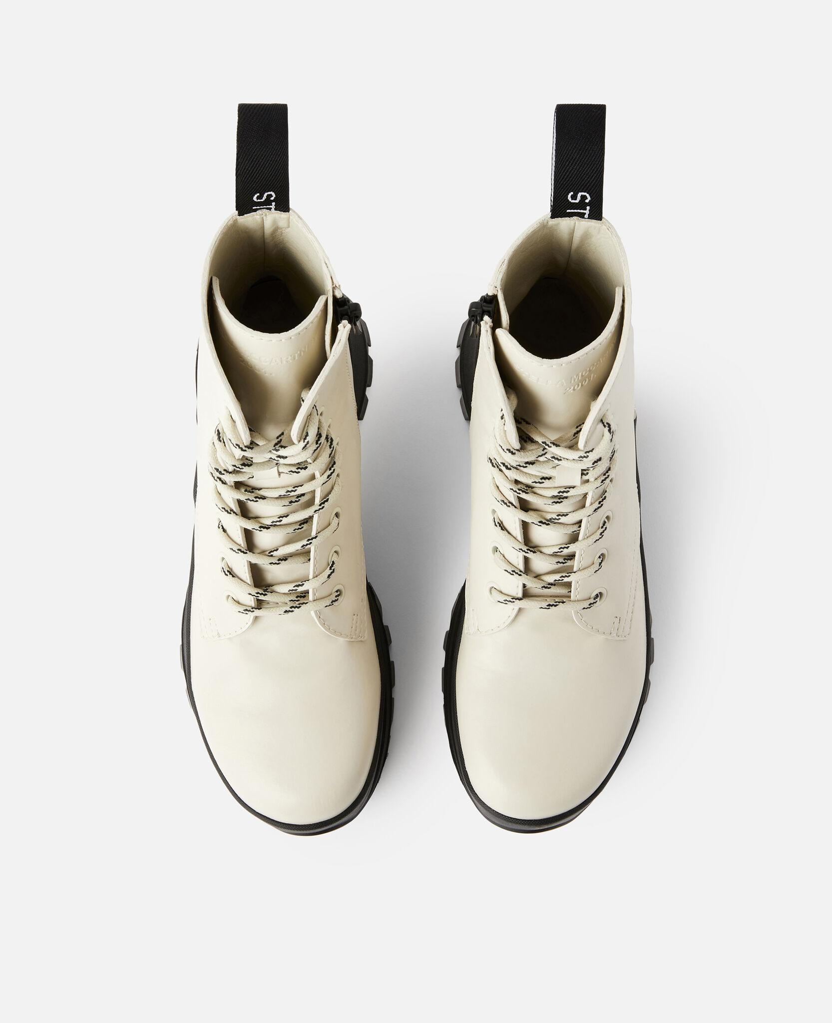Trace Logo Boots 3