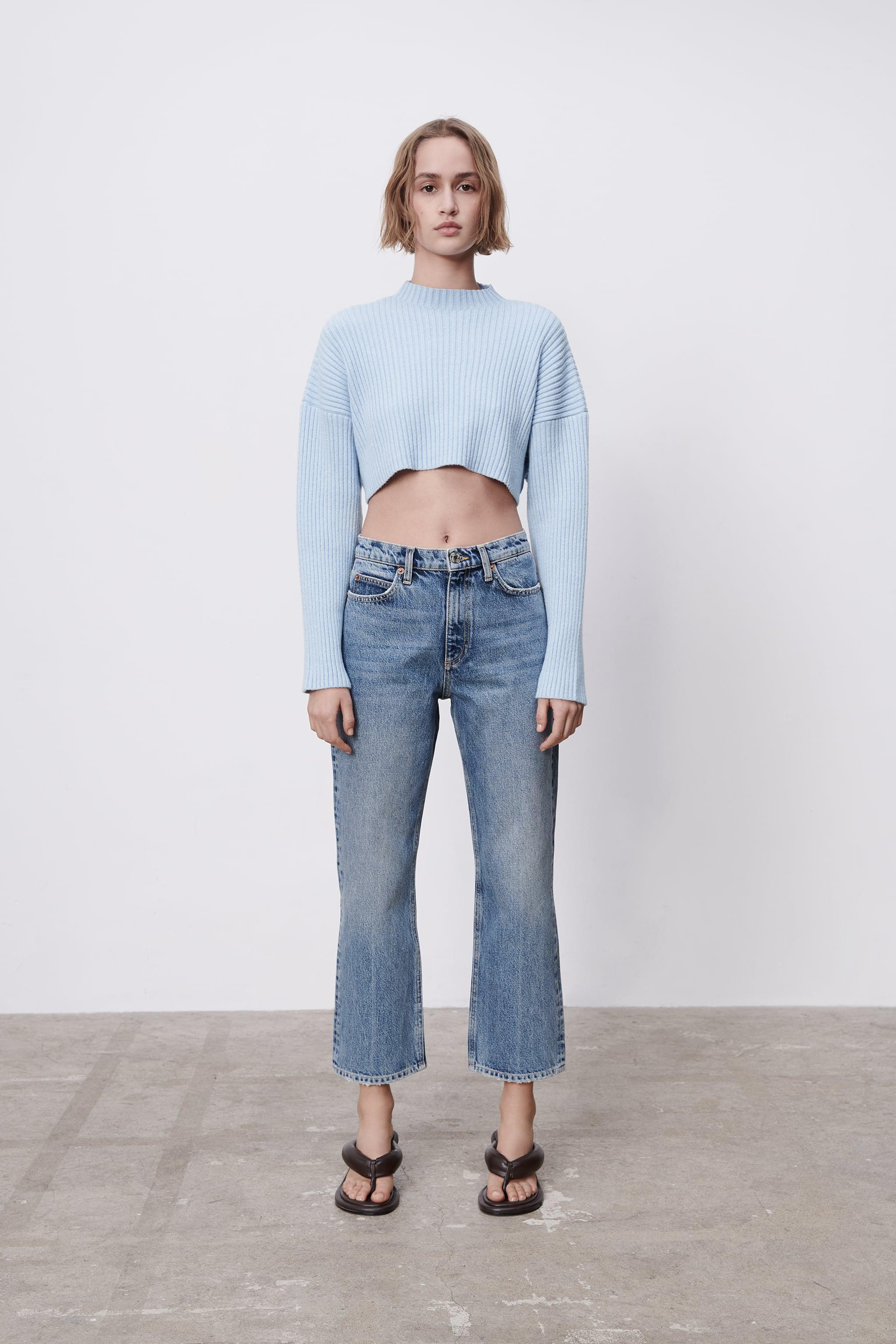 MID RISE FLARED ANKLE JEANS