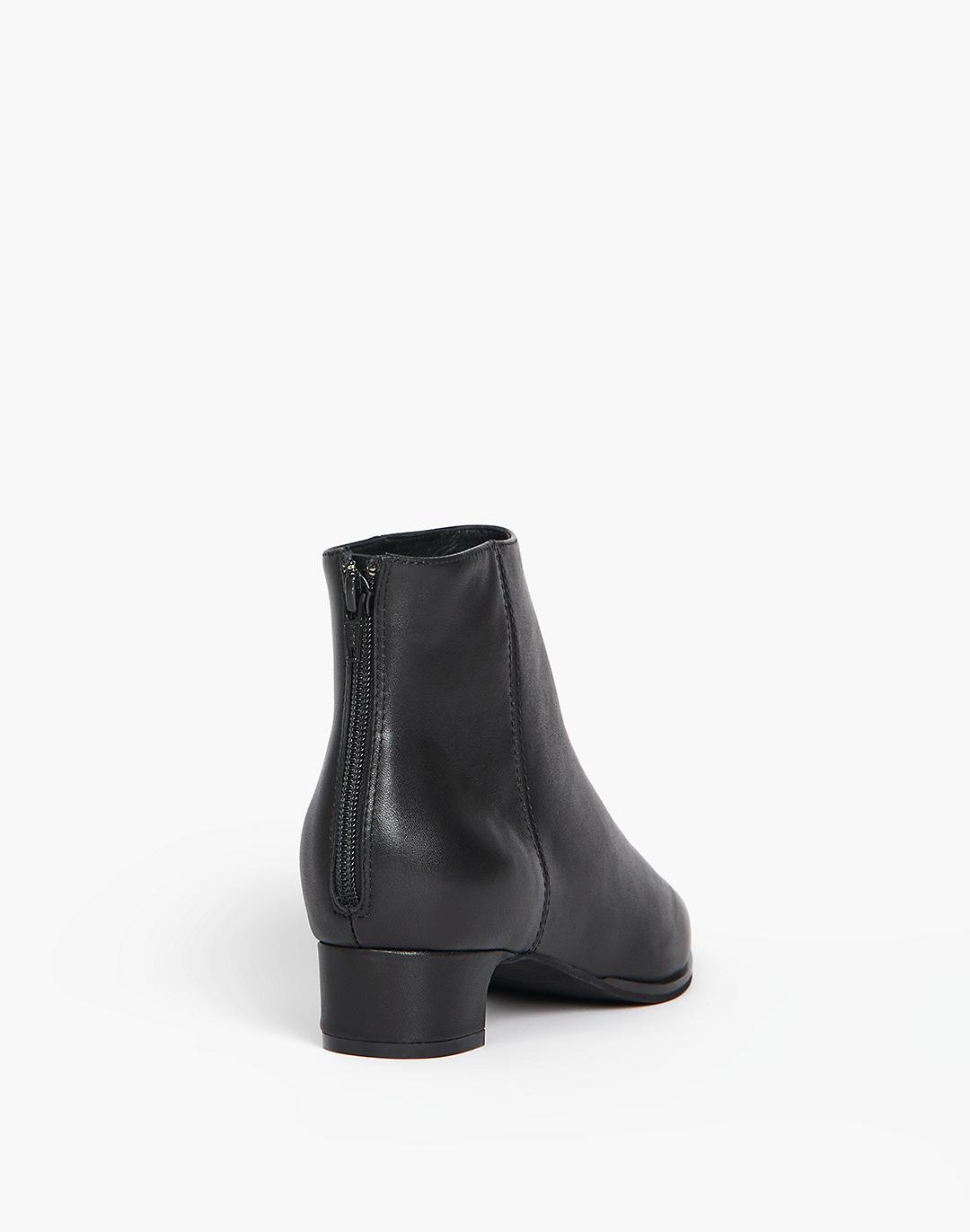 INTENTIONALLY BLANK Gary Boots 2