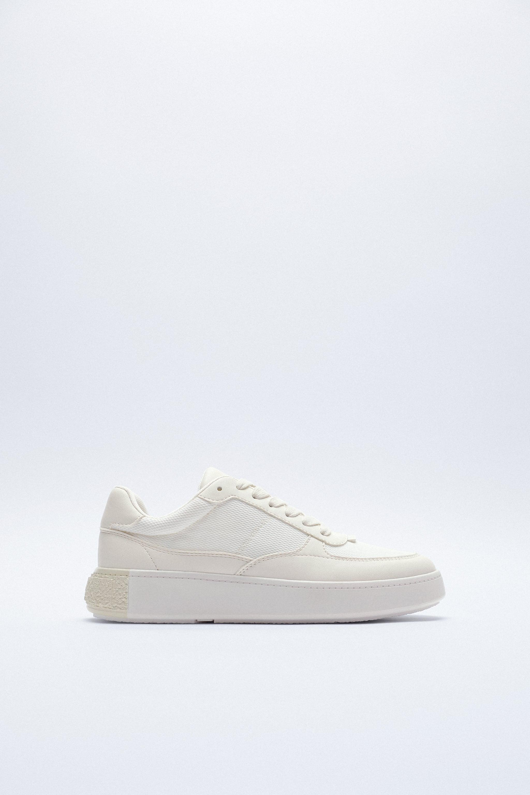LACED SNEAKERS