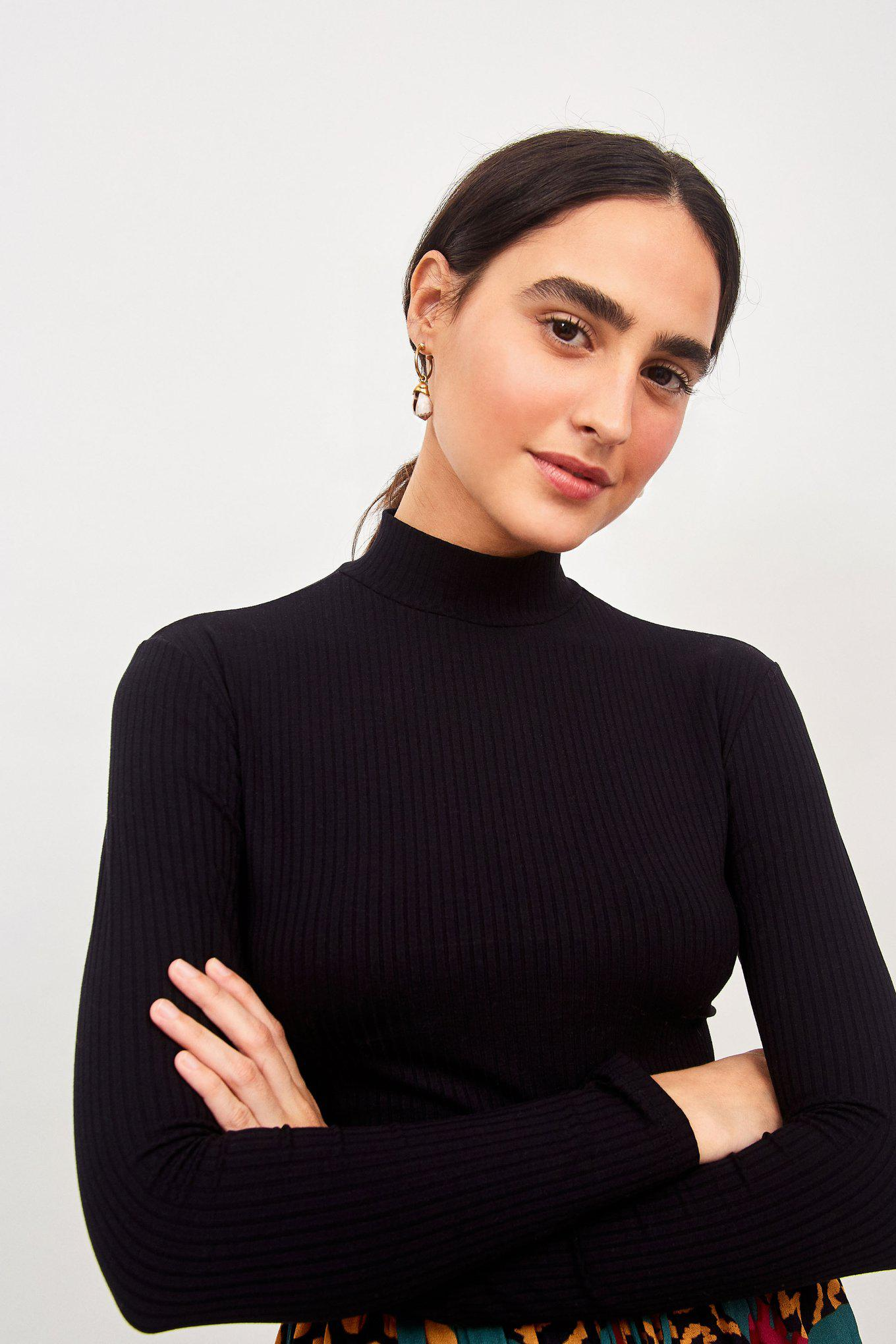SOLID BLACK CROPPED TOP