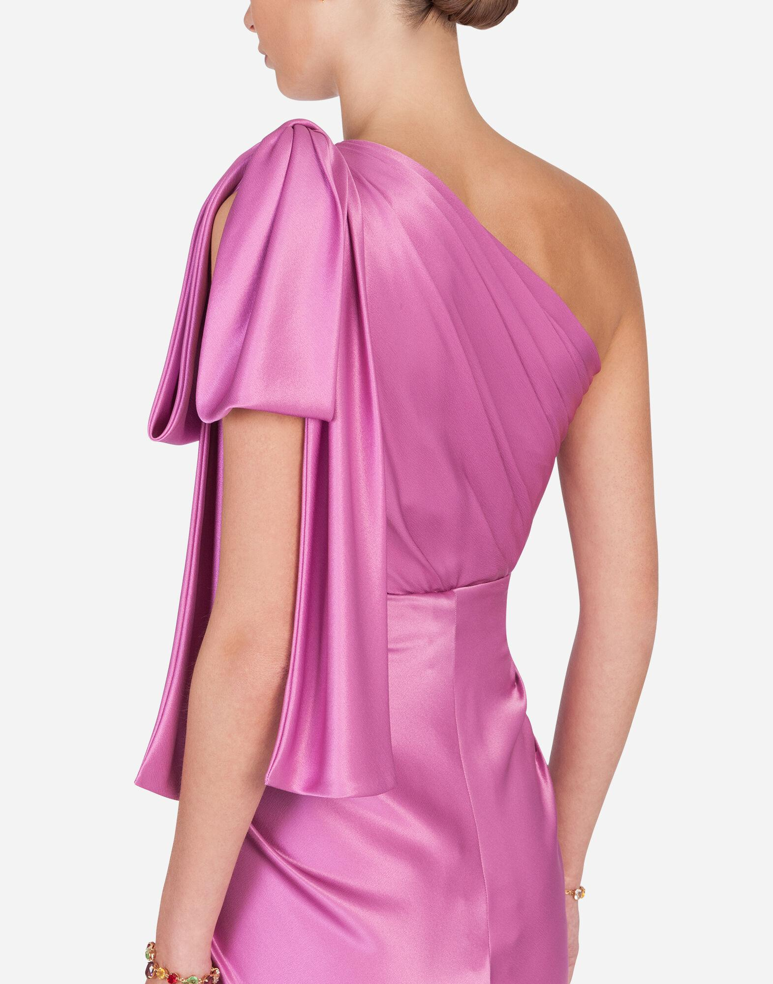 Long one-shoulder silk dress with bow detail 4
