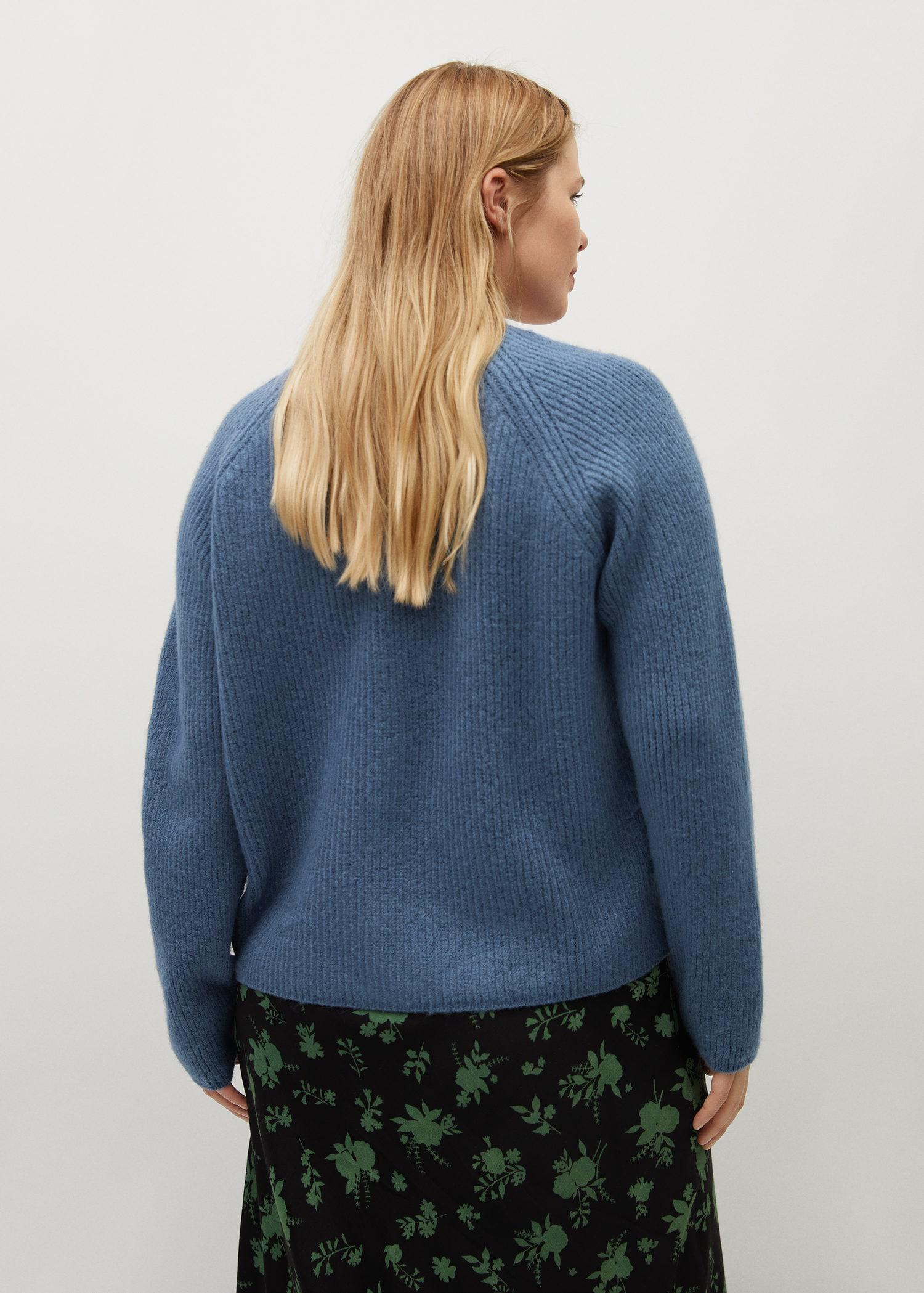 Knitted cardigan with jewel button 2