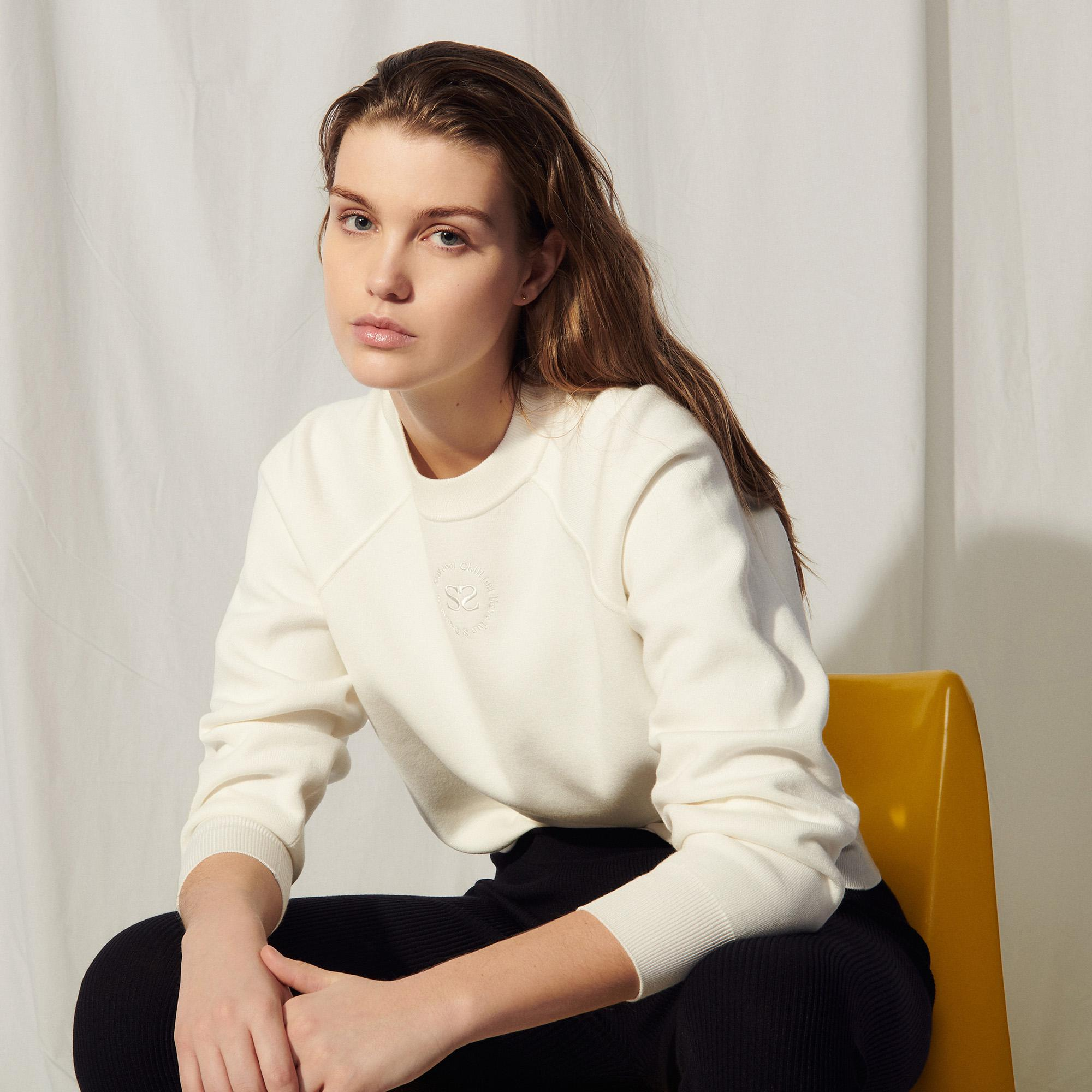 Knit sweatshirt with embroidery