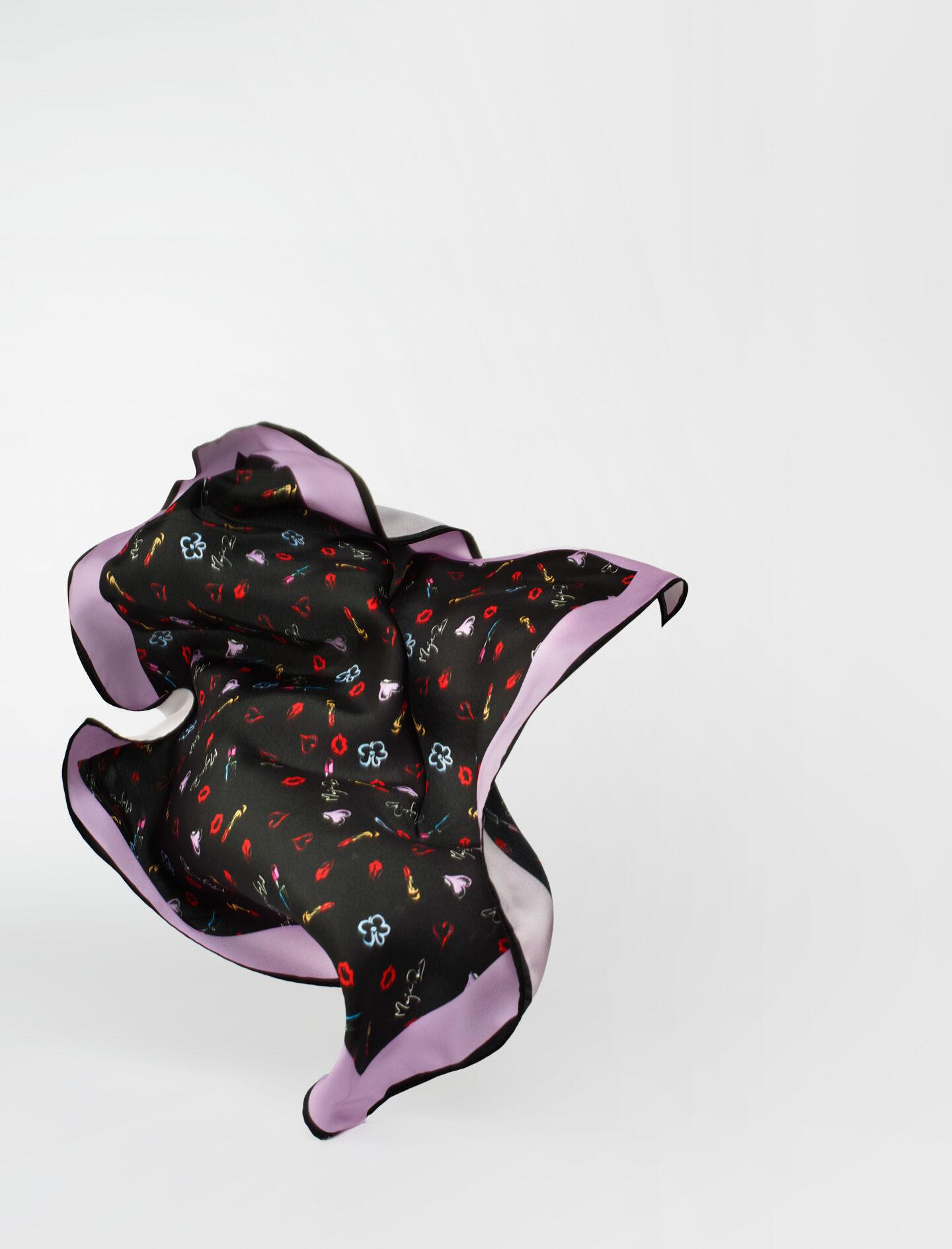 SILK SCARF WITH HEART AND KISSES PRINT