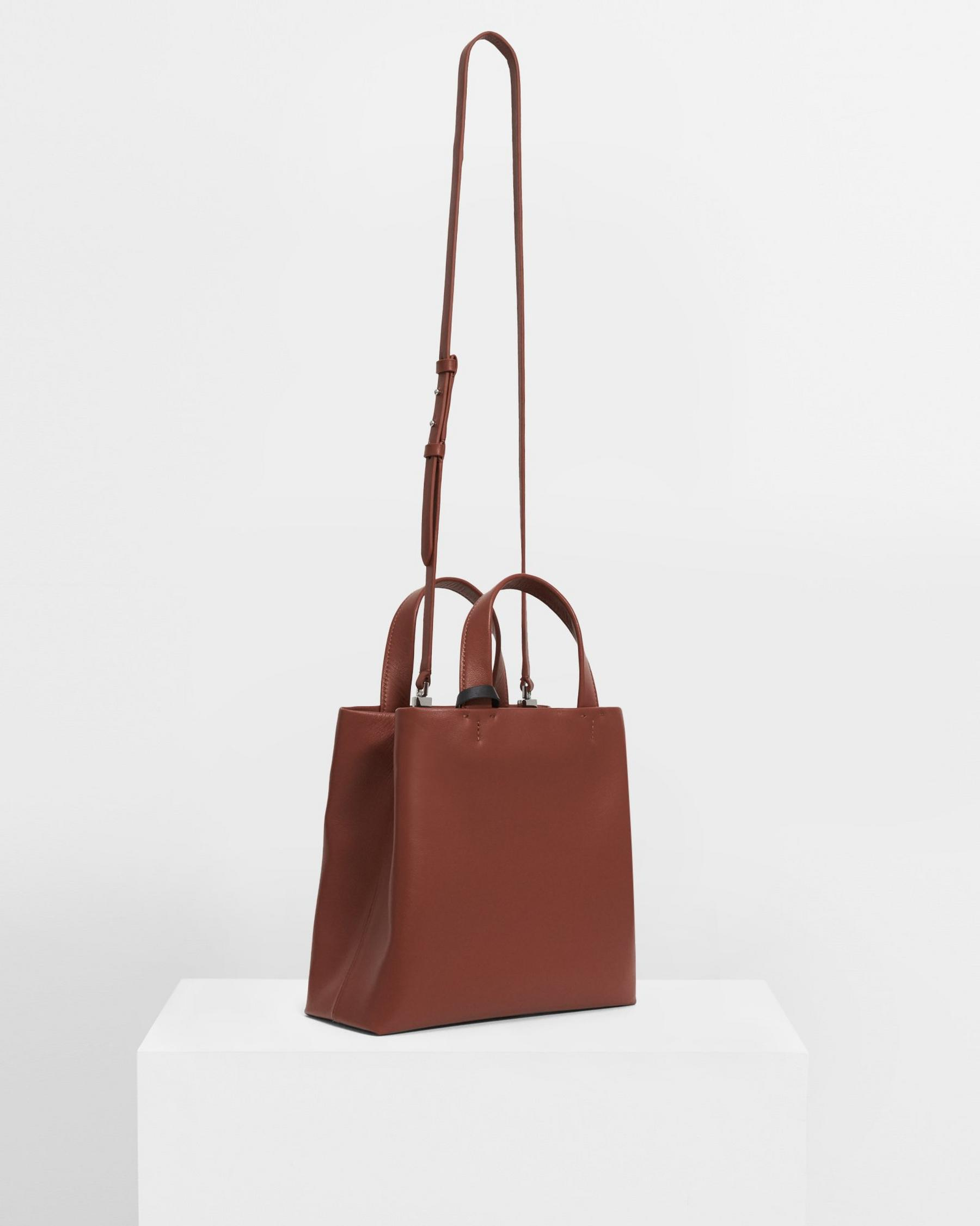 Small Simple Tote in Leather 4