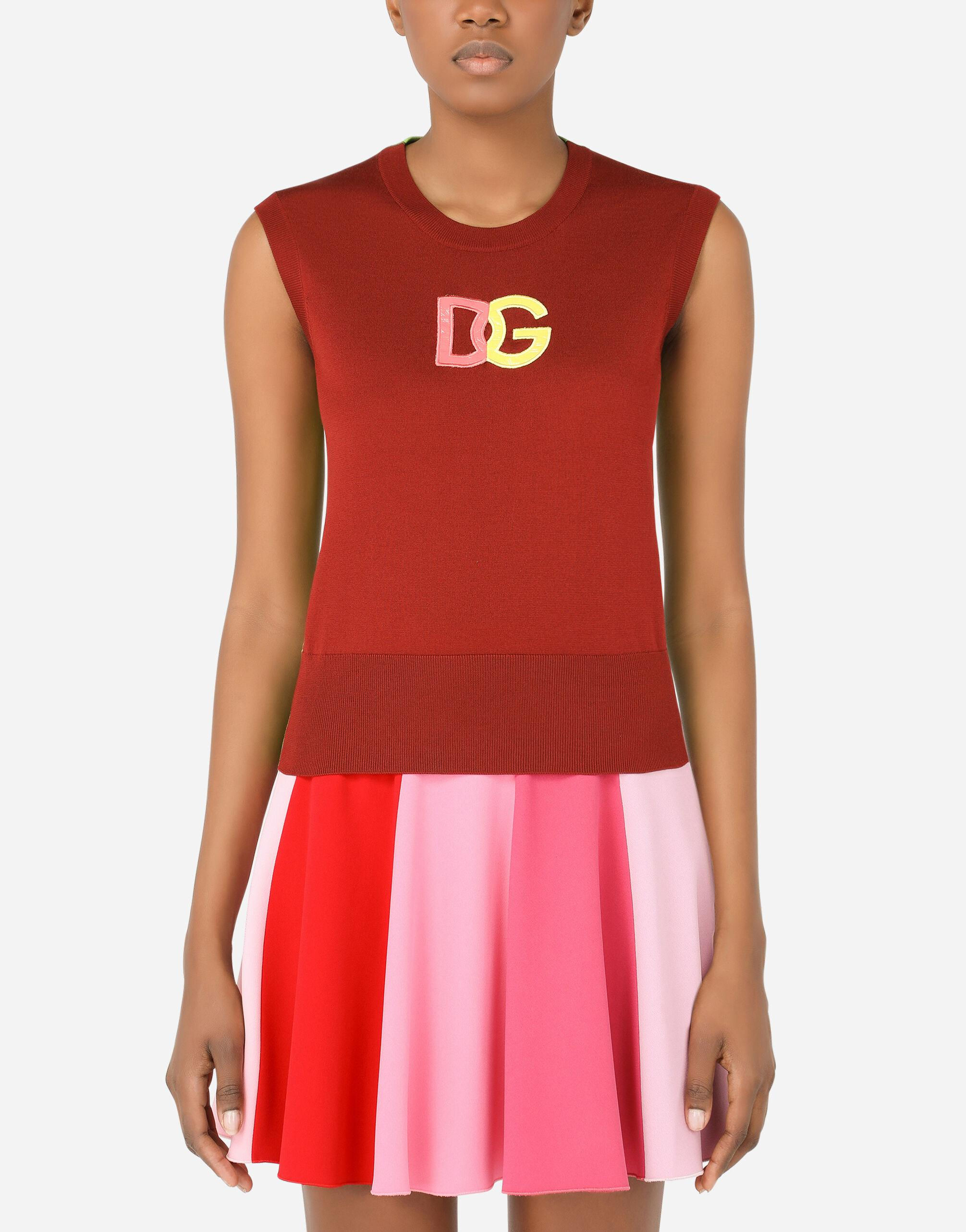 Sleeveless multi-colored silk sweater with patent leather DG patch