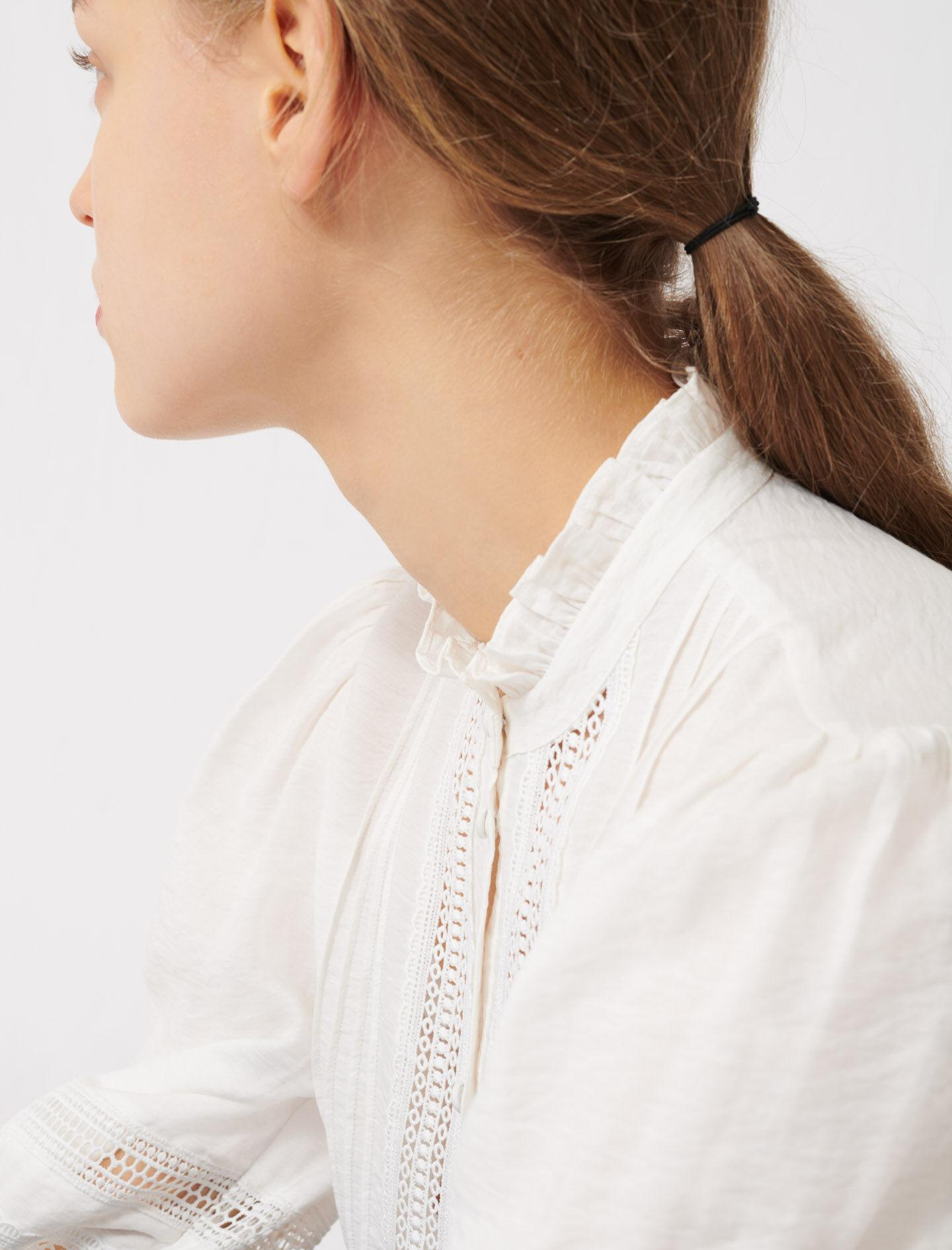 ROMANTIC COTTON AND LACE SHIRT 5