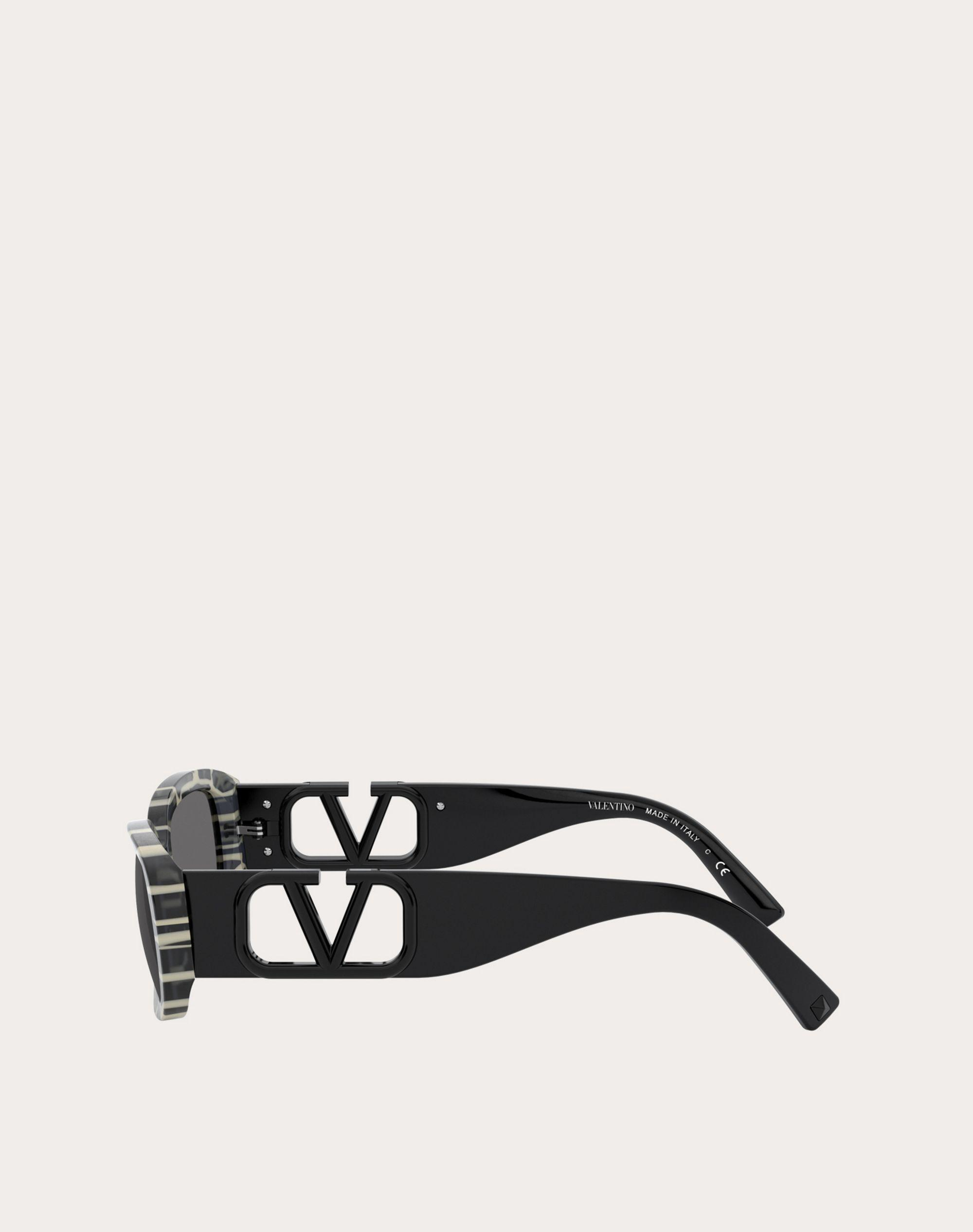 OVAL ACETATE FRAME WITH Vlogo Signature 2