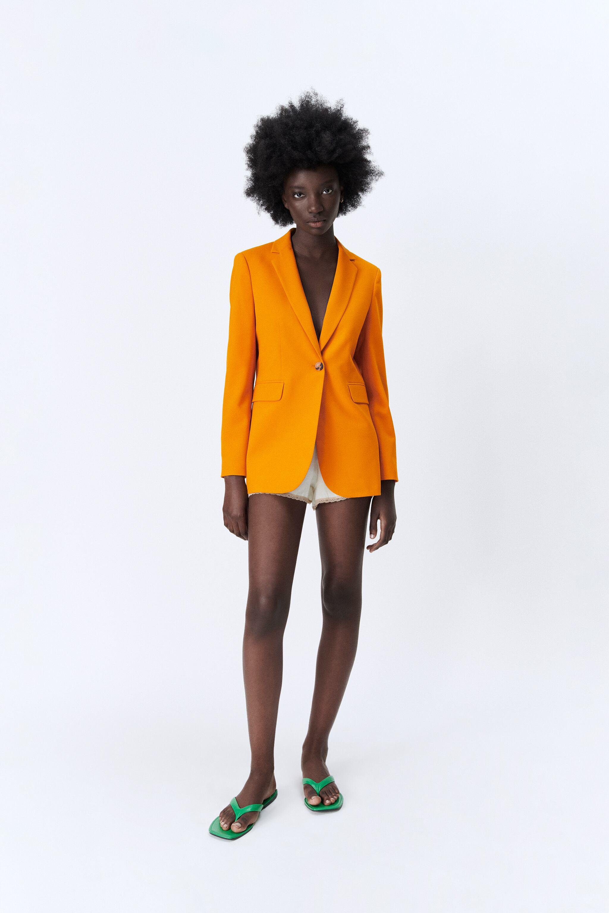 FITTED BLAZER WITH POCKETS