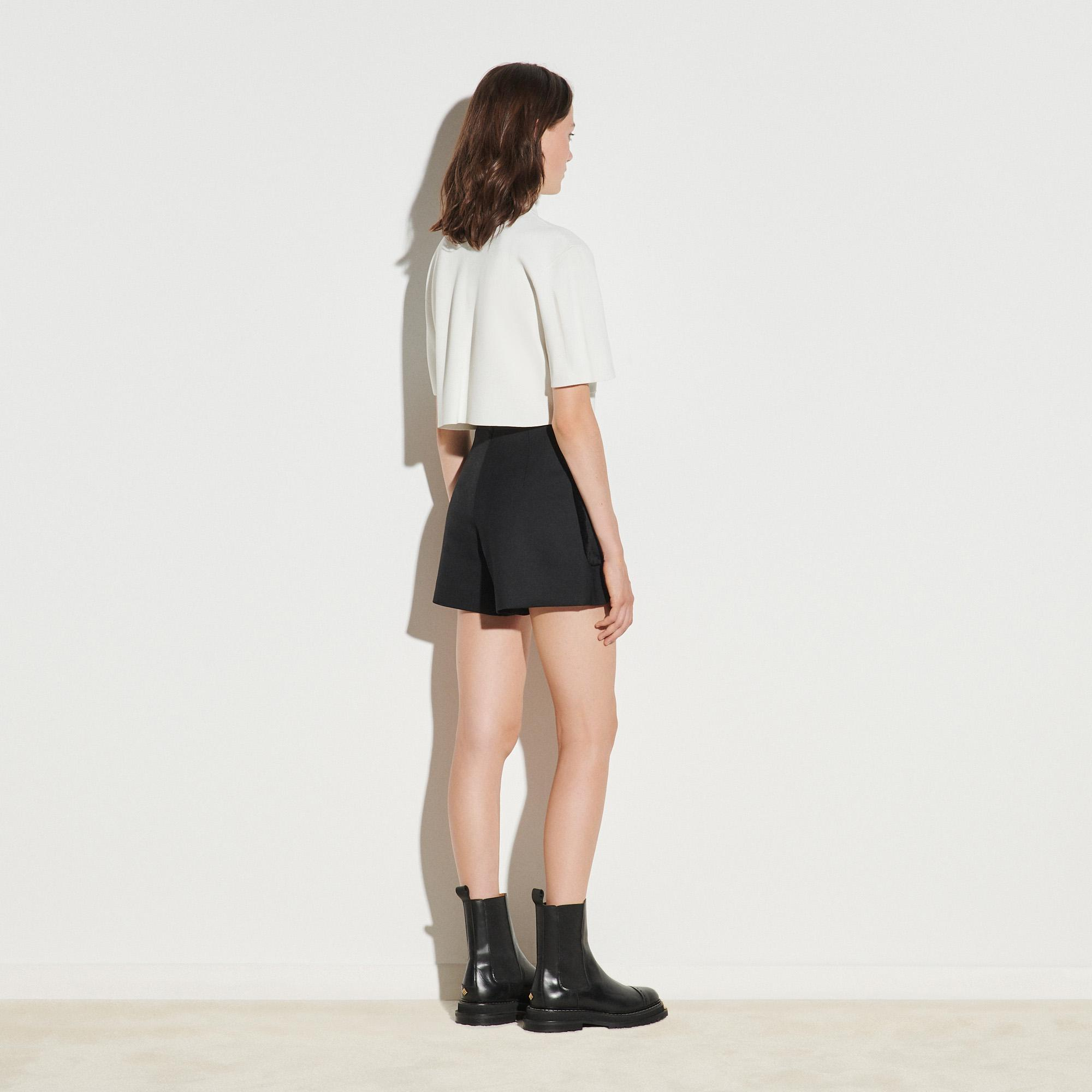 Shorts with large patch pockets 1