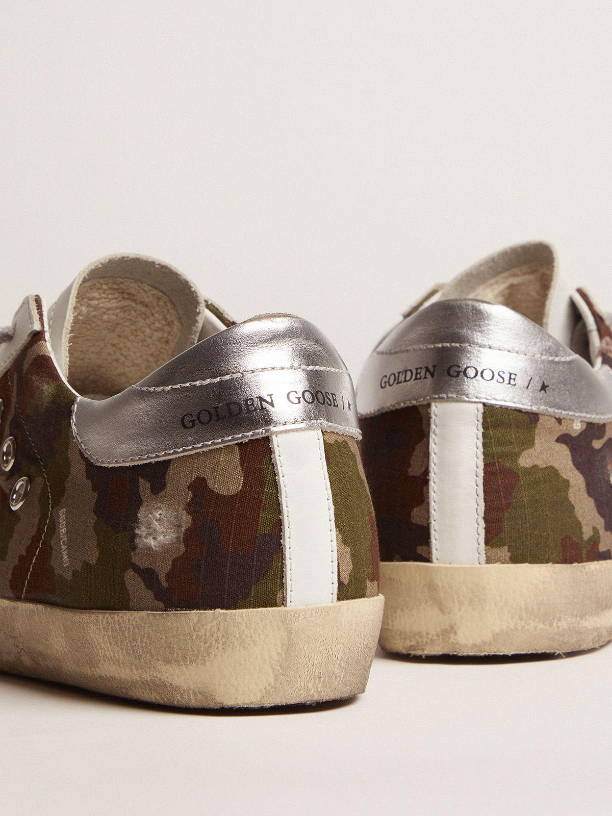 Super-Star sneakers with camouflage pattern and fuchsia star 3