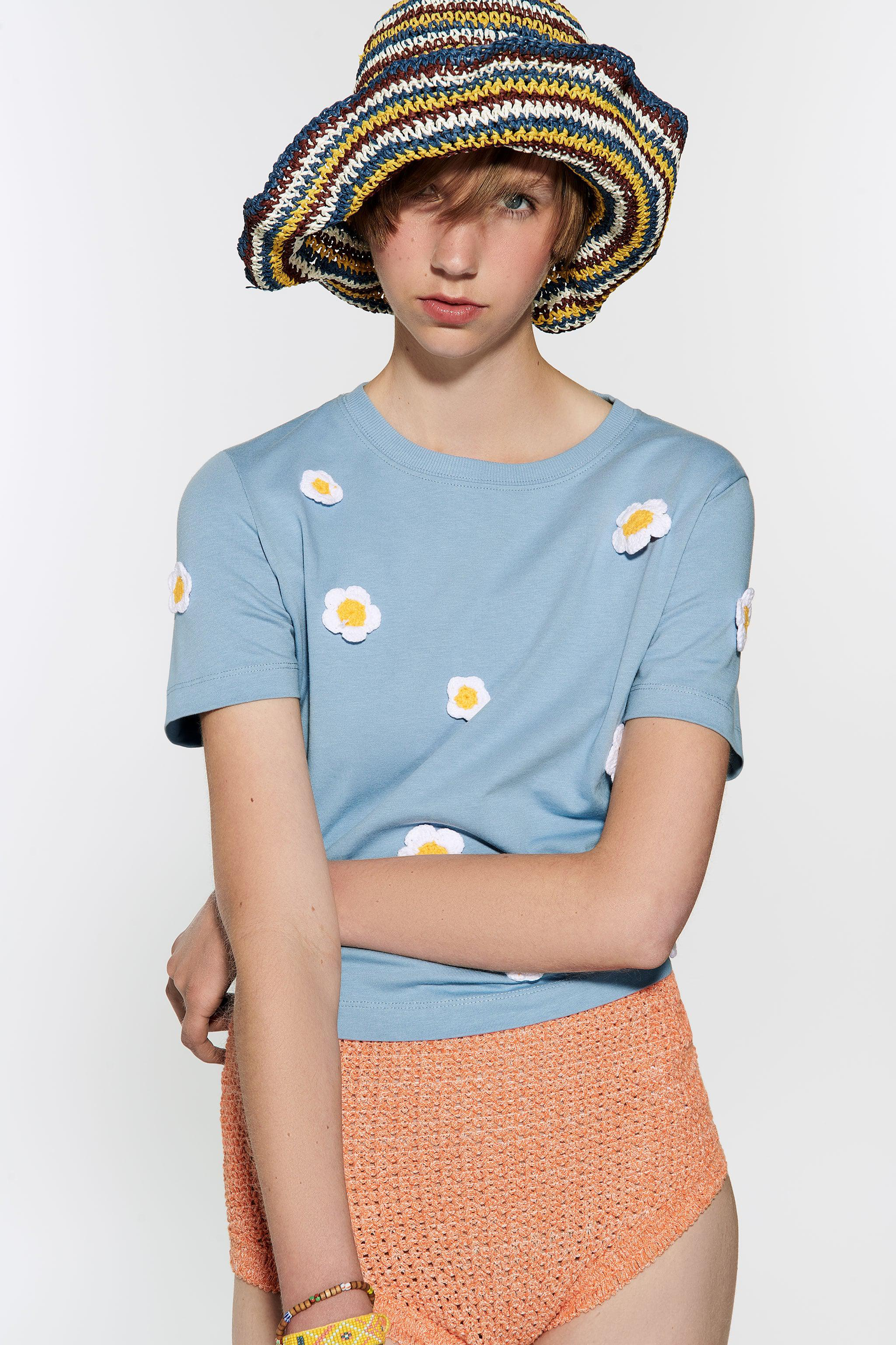 EMBROIDERED DAISY T-SHIRT