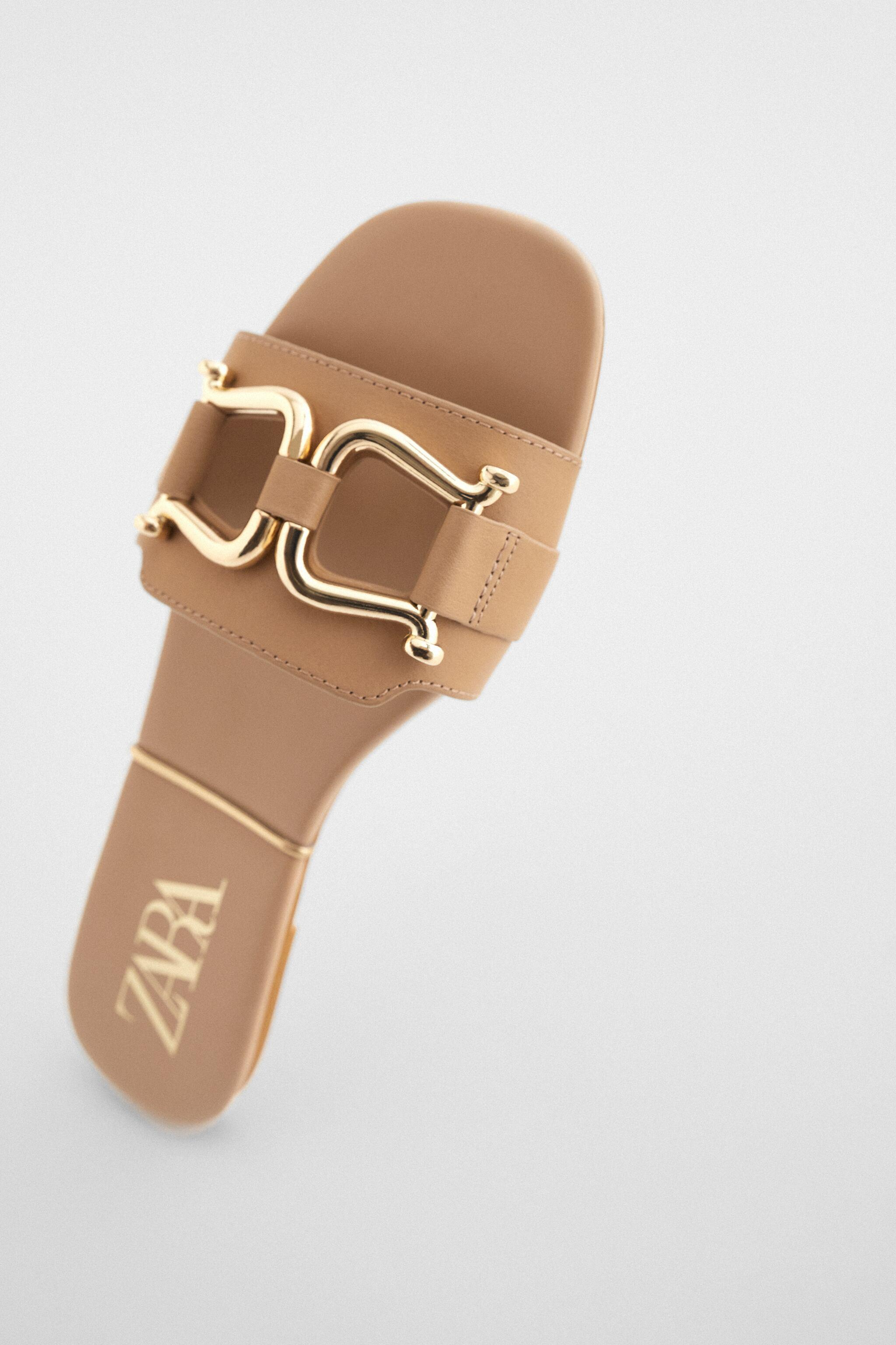 FLAT LEATHER SANDALS WITH GOLD SADDLE DETAIL 2