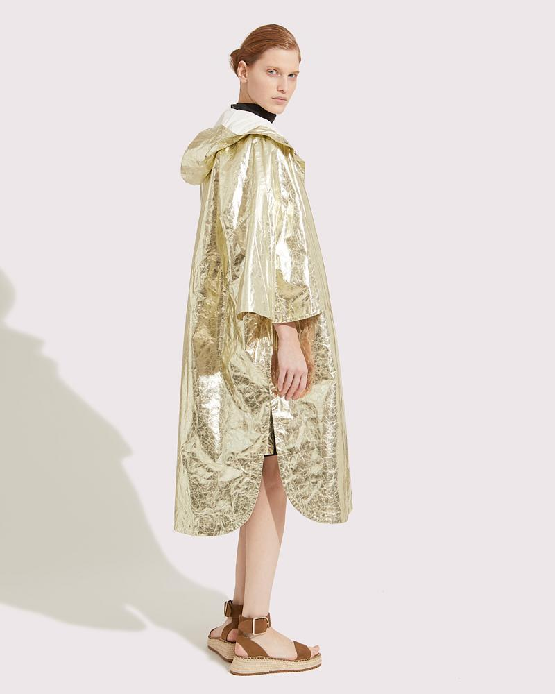 Oversized cape in paper Leather 4