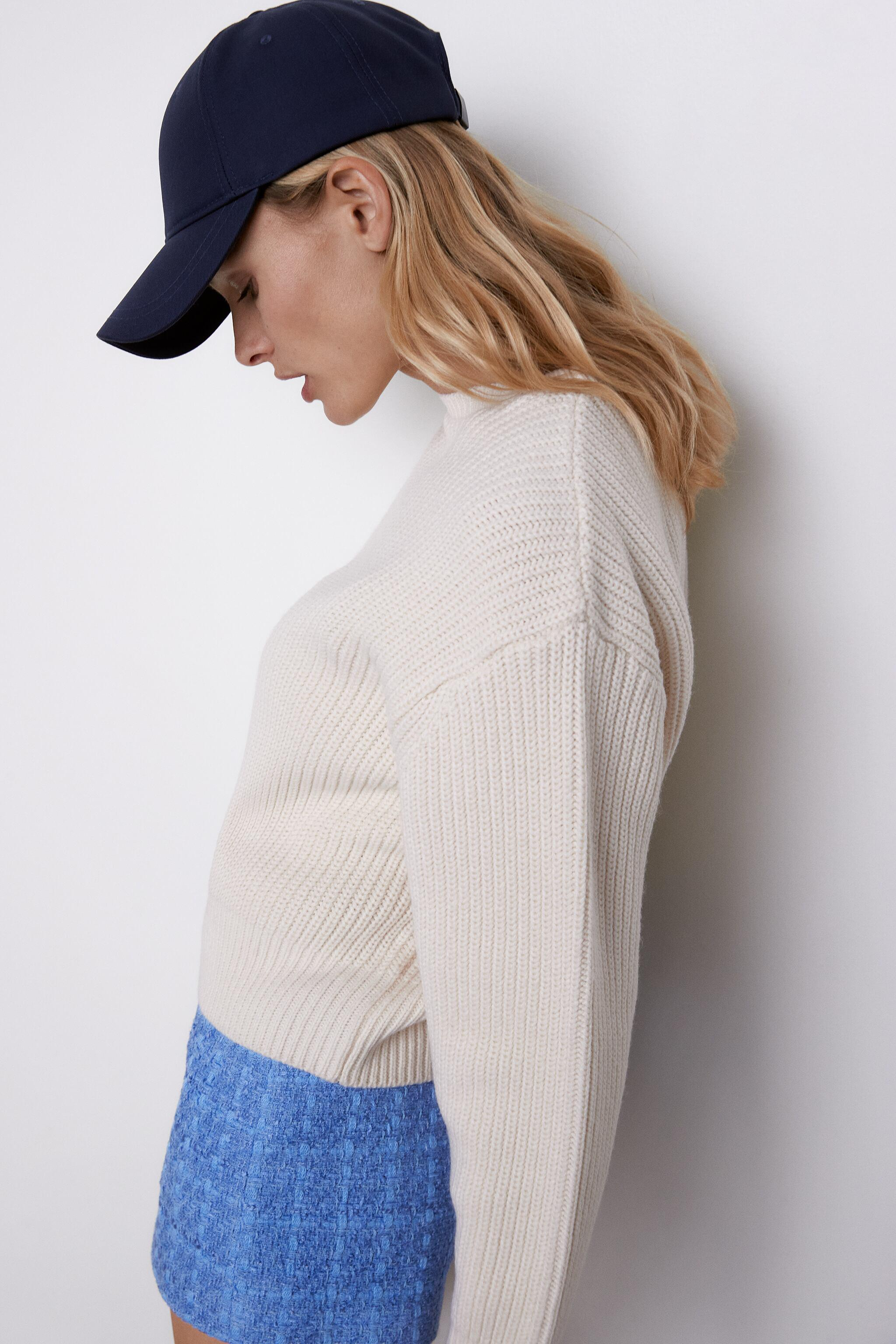 CROPPED LONG SLEEVE SWEATER 2