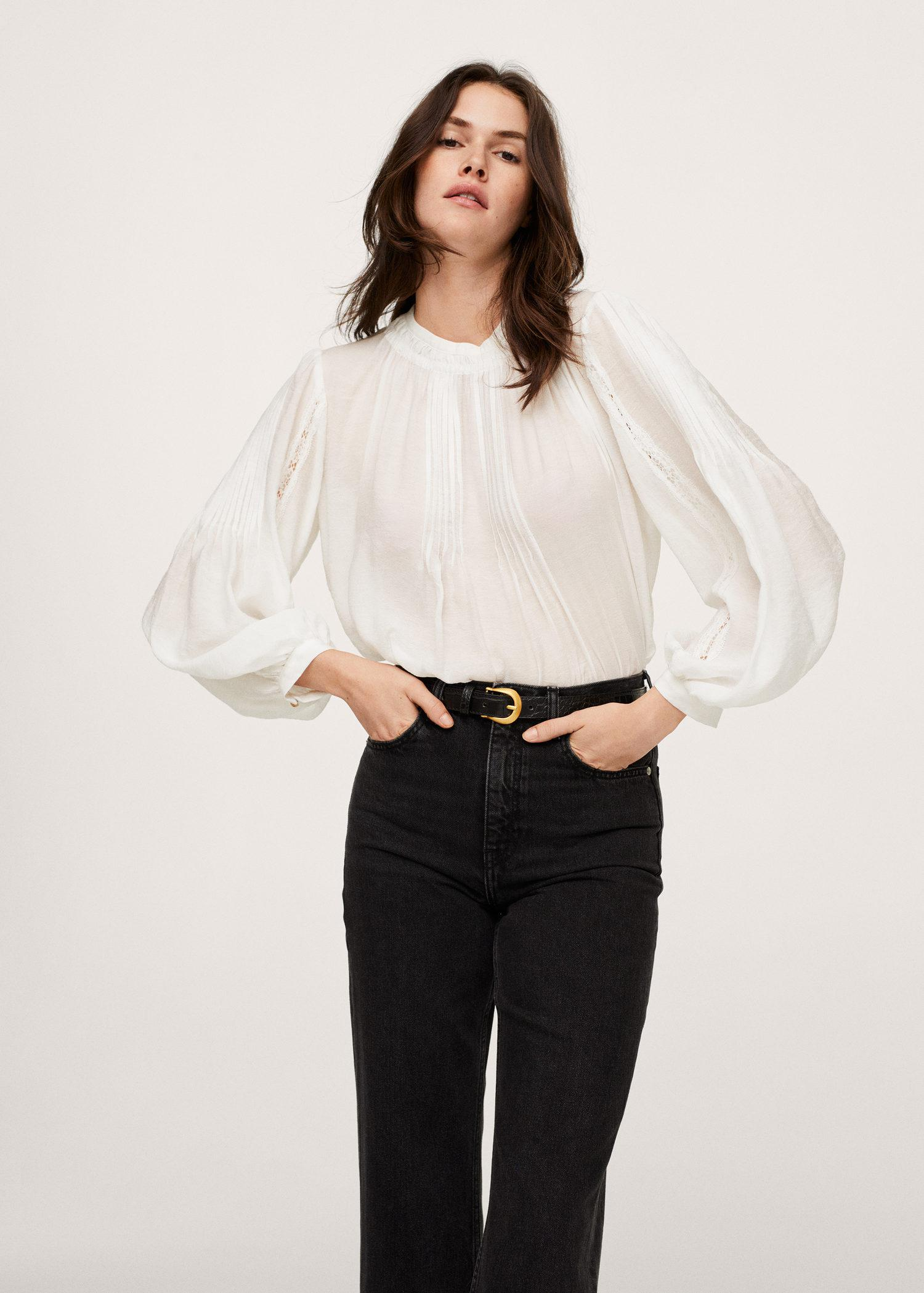 Puffed sleeves blouse