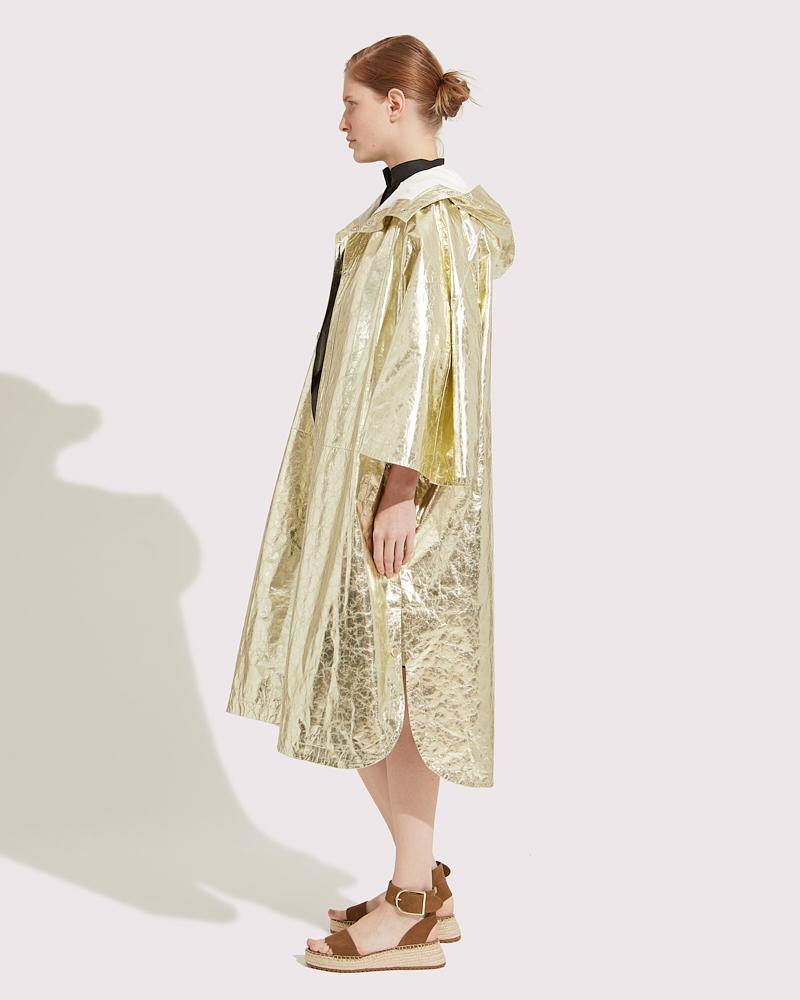 Oversized cape in paper Leather 3