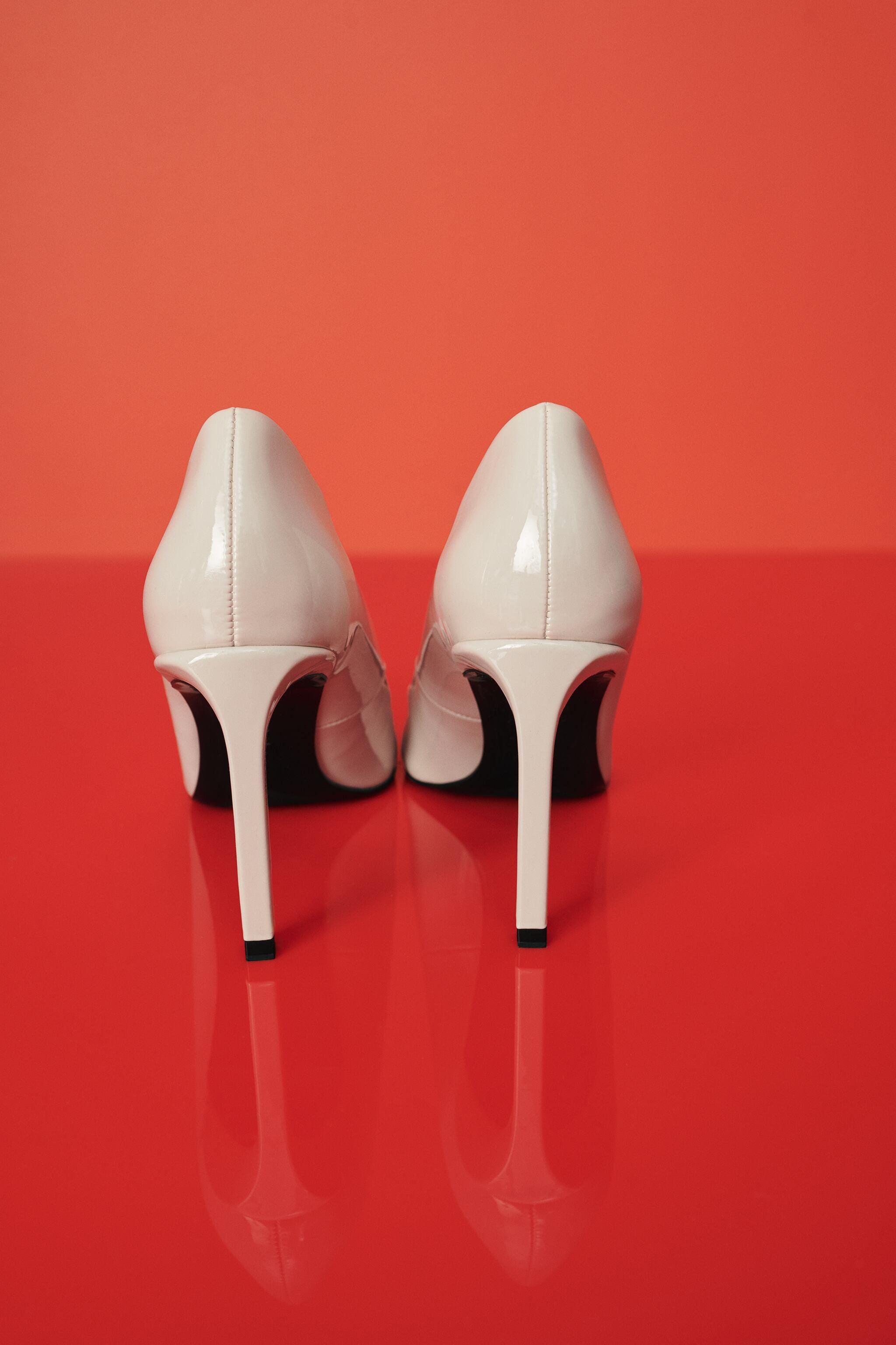 PATENT FINISH POINTED TOE HEELS 1