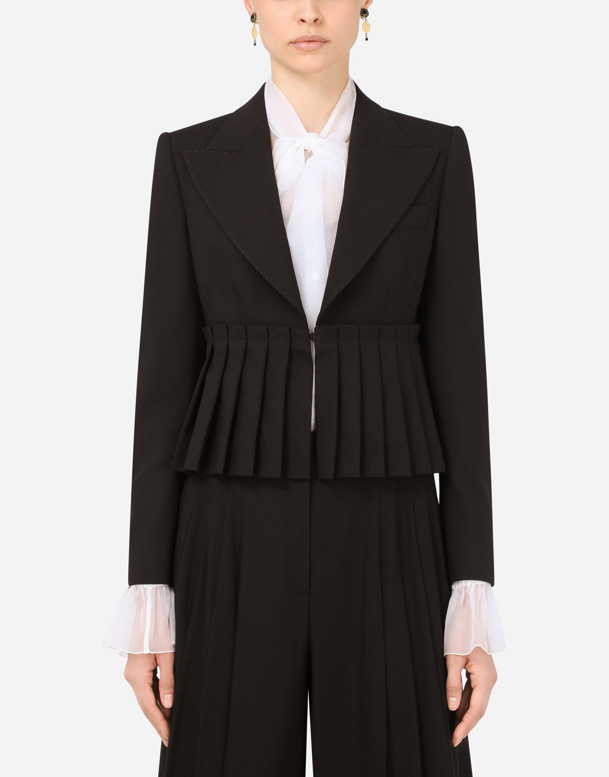 Short woolen jacket with pleating