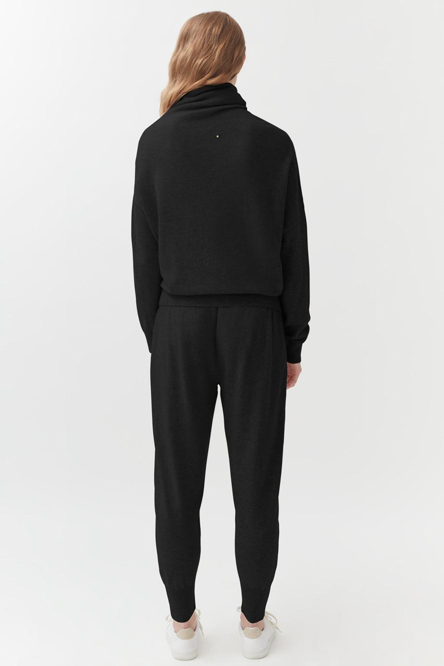 Women's Tapered Pant in Black   Size: XS   Cashmere by Cuyana 2