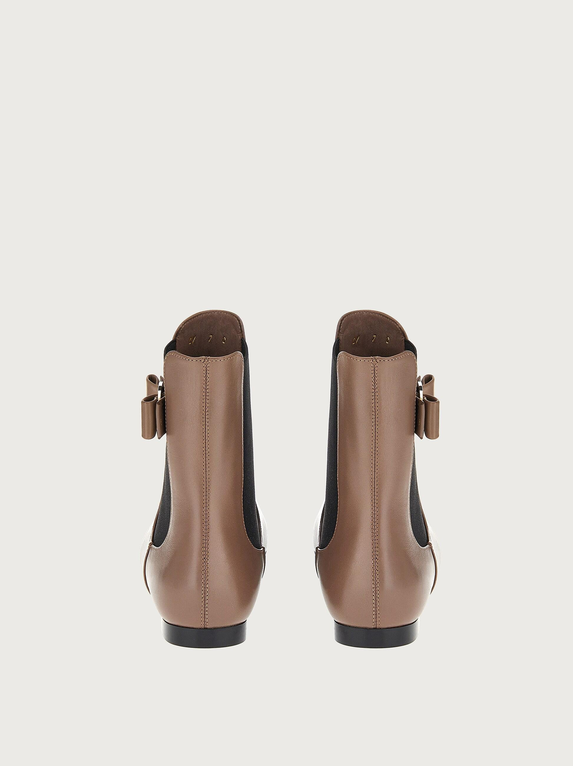 CHELSEA BOOT WITH VARA BOW 2