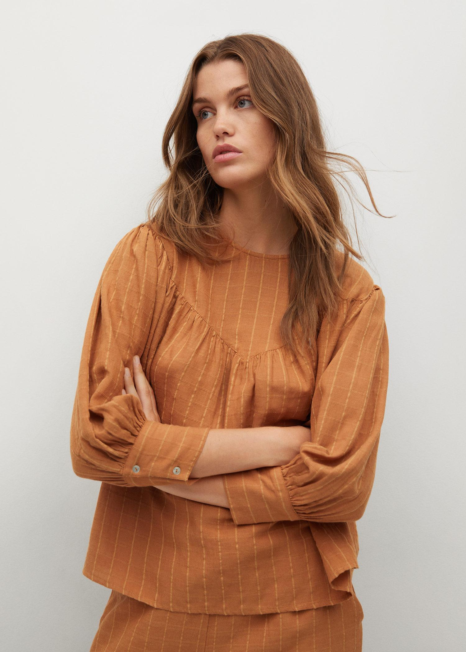Buttoned textured blouse