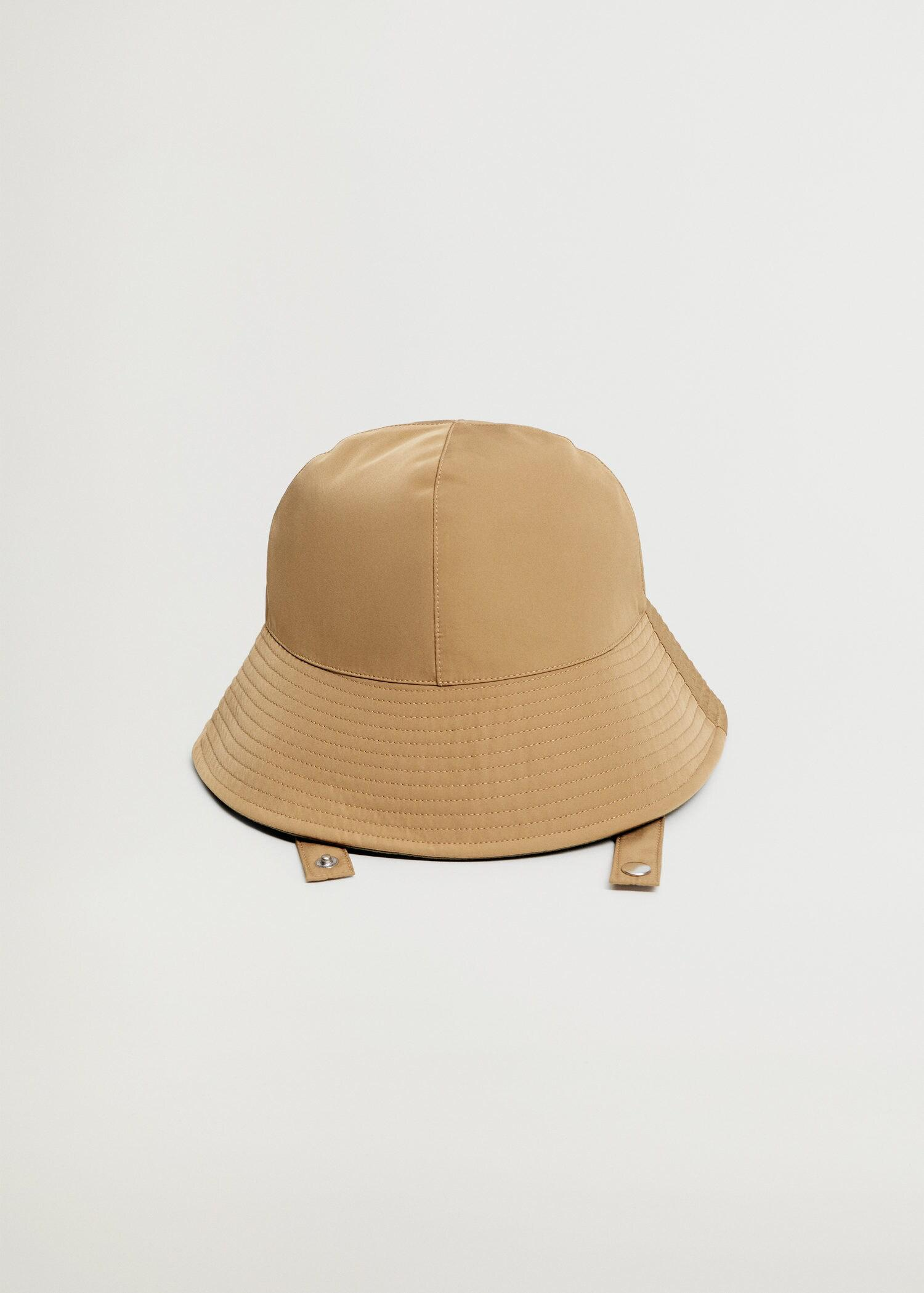 Bucket hat with straps 1
