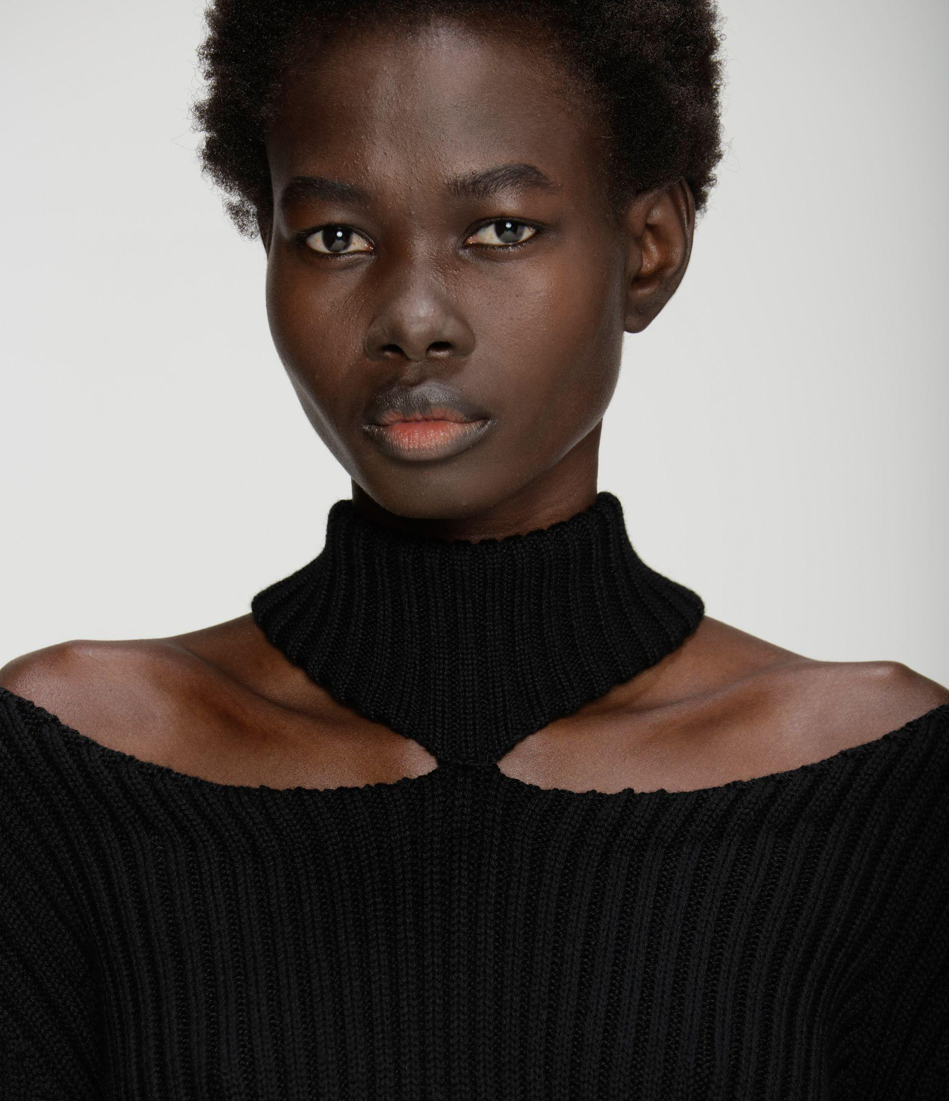 cut-out shoulder knitted sweater 2