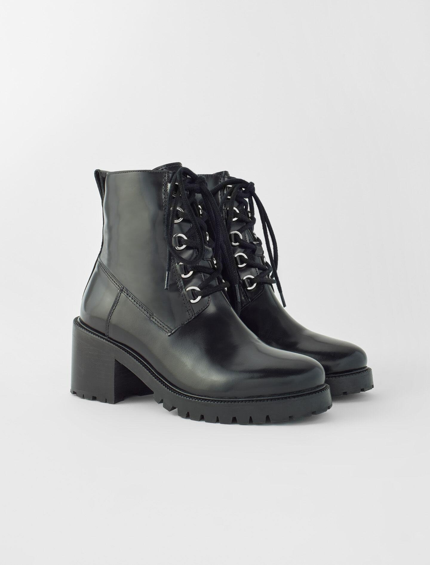 BLACK LEATHER HEELED BOOTS 1
