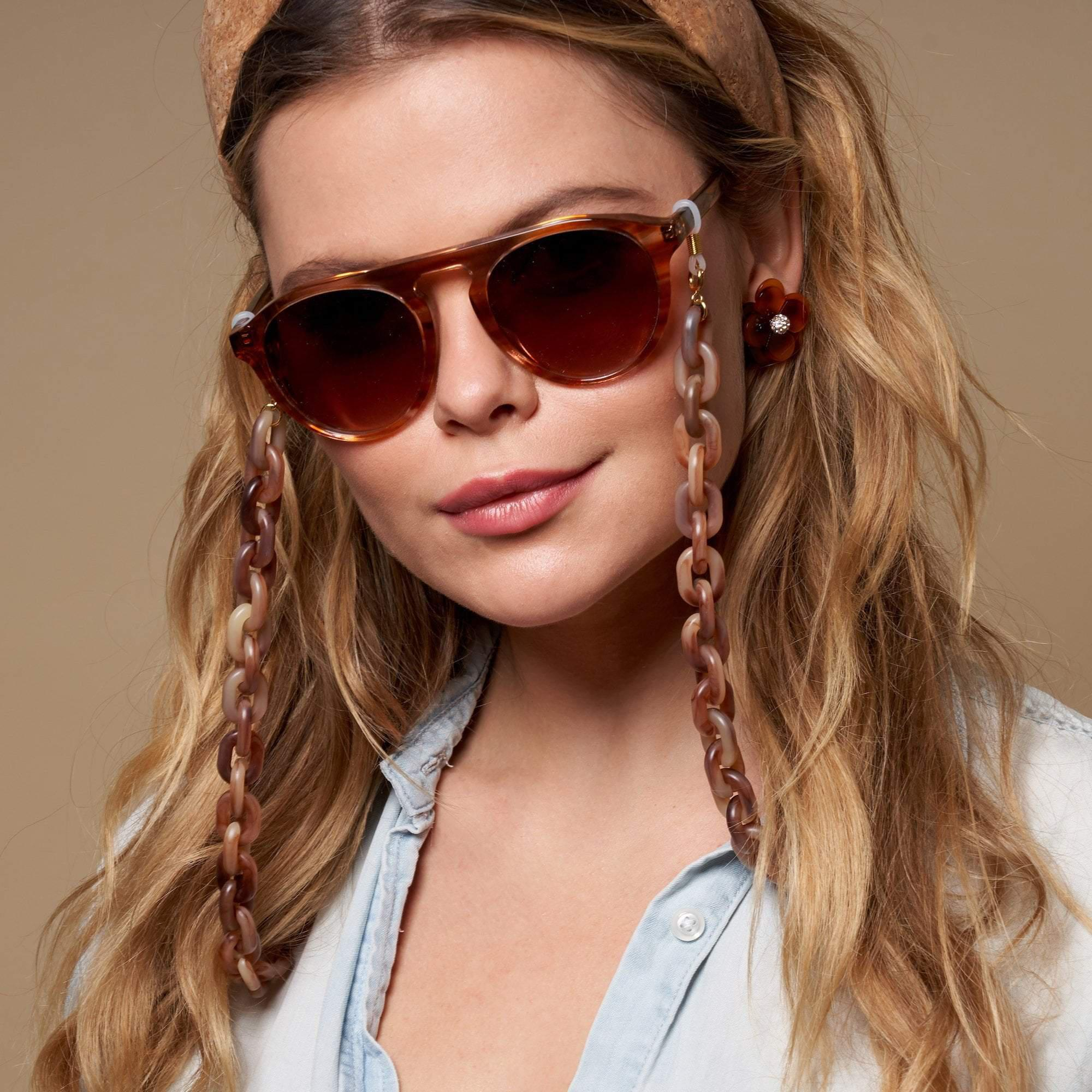 BLONDE TORTOISE SUNGLASS AND FACE MASK CHAIN 2