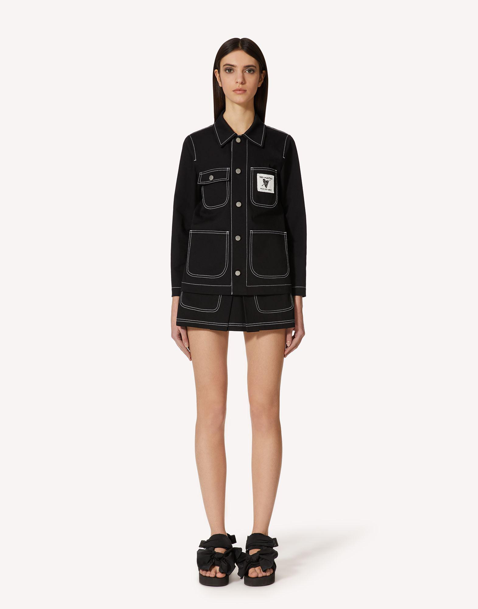 STRETCH GABARDINE SHORTS WITH CONTRASTING STITCHING DETAIL