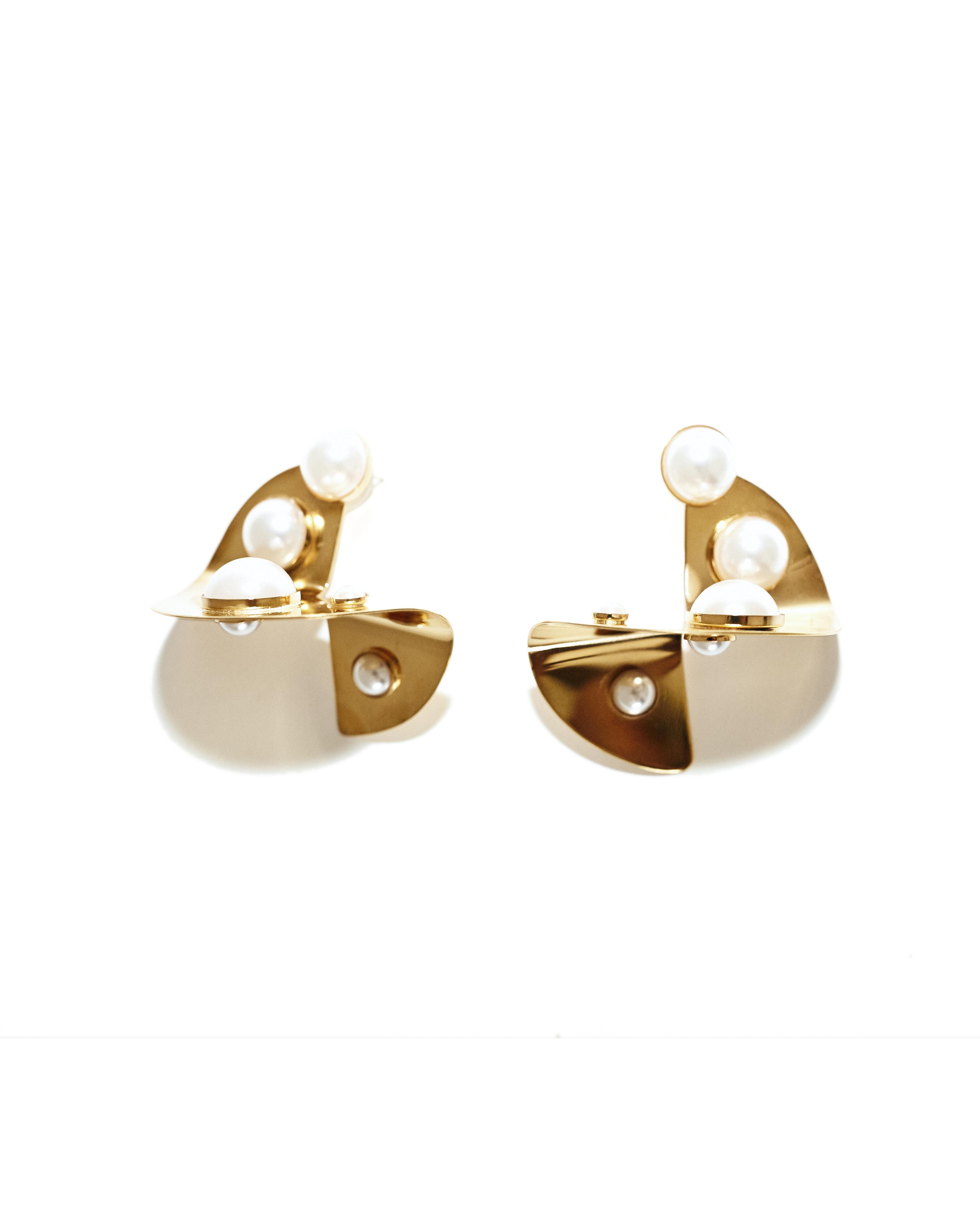 PEARL ABSTRACT DISC EARRINGS