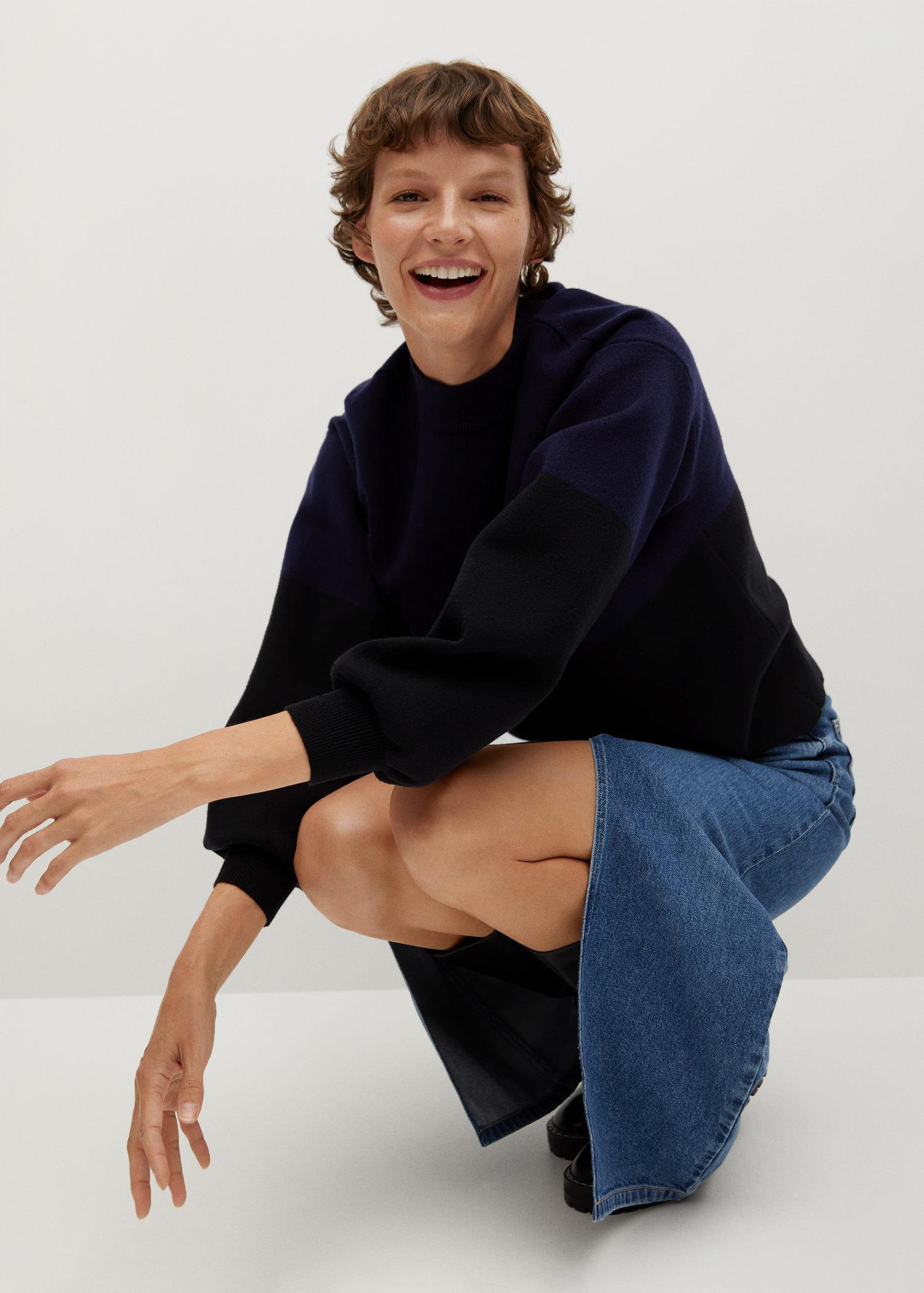 Sweater with puffed sleeves 3