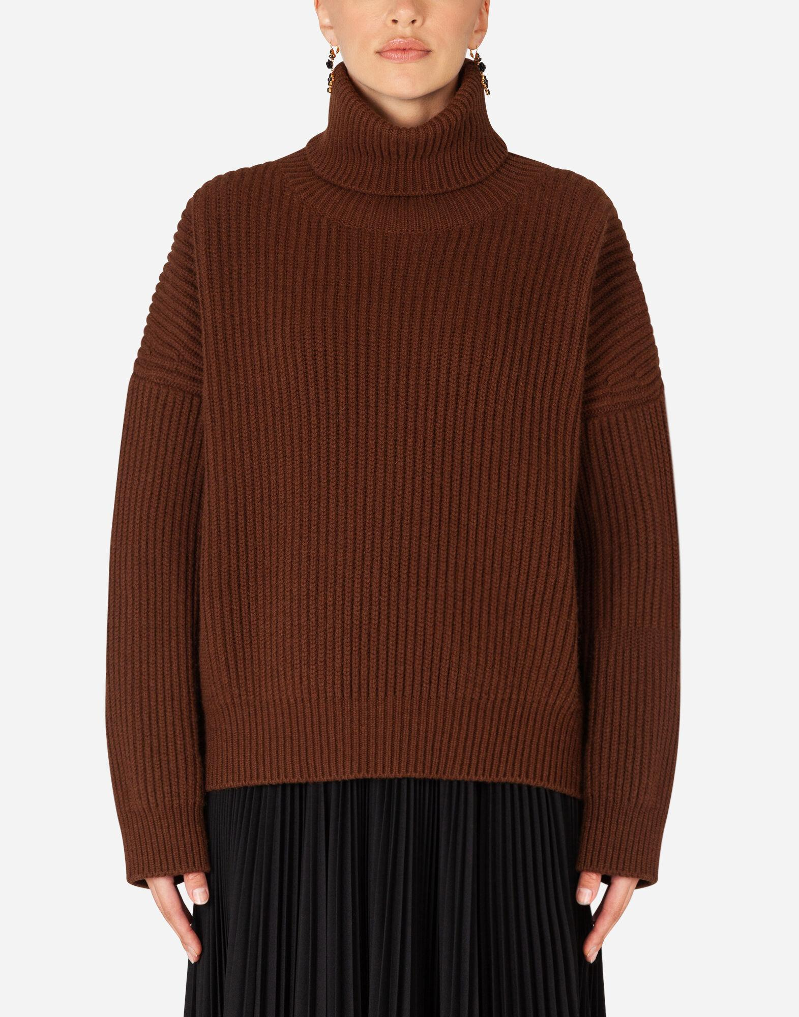 Ribbed cashmere turtle-neck sweater