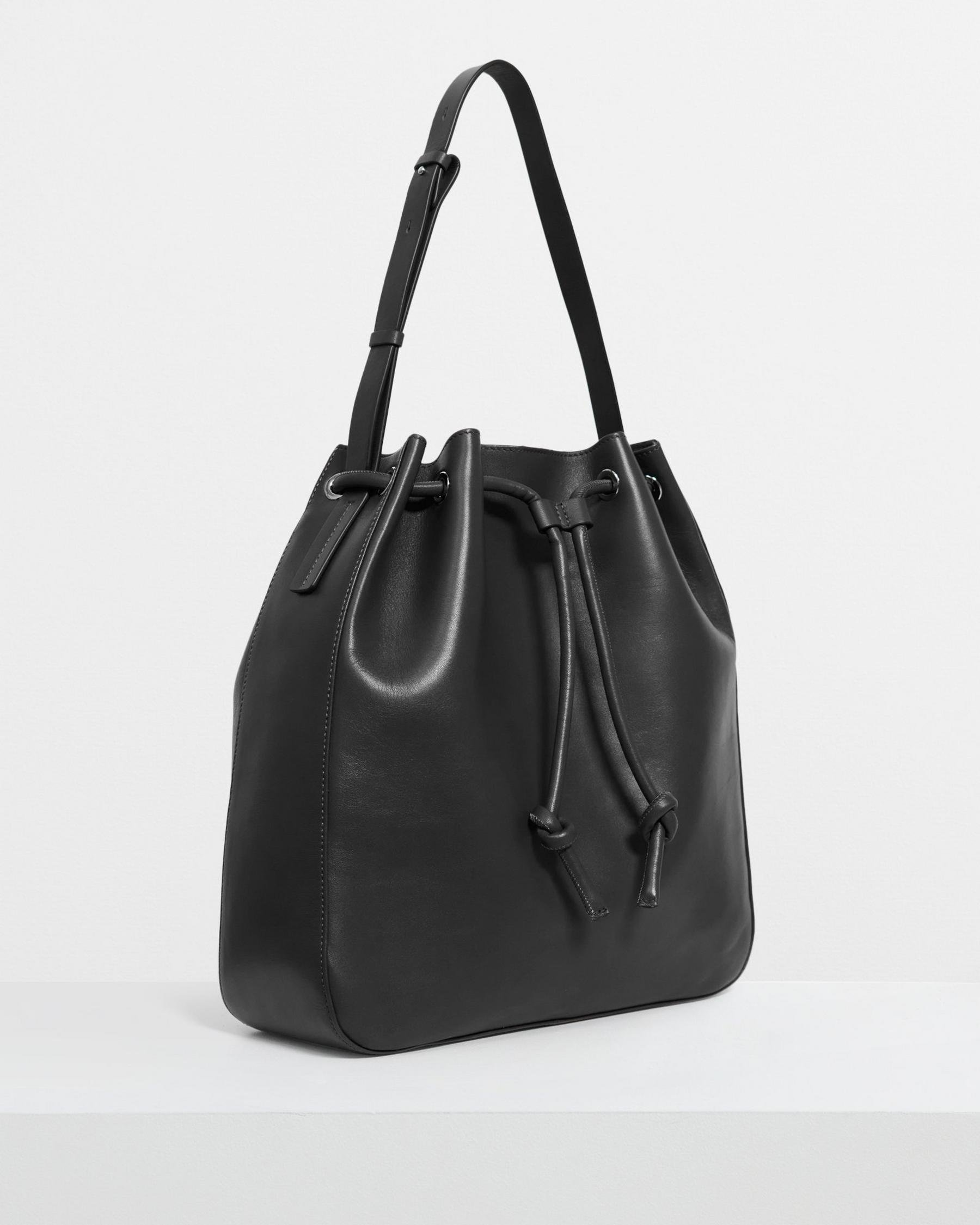 Large Bucket Bag in Leather 4