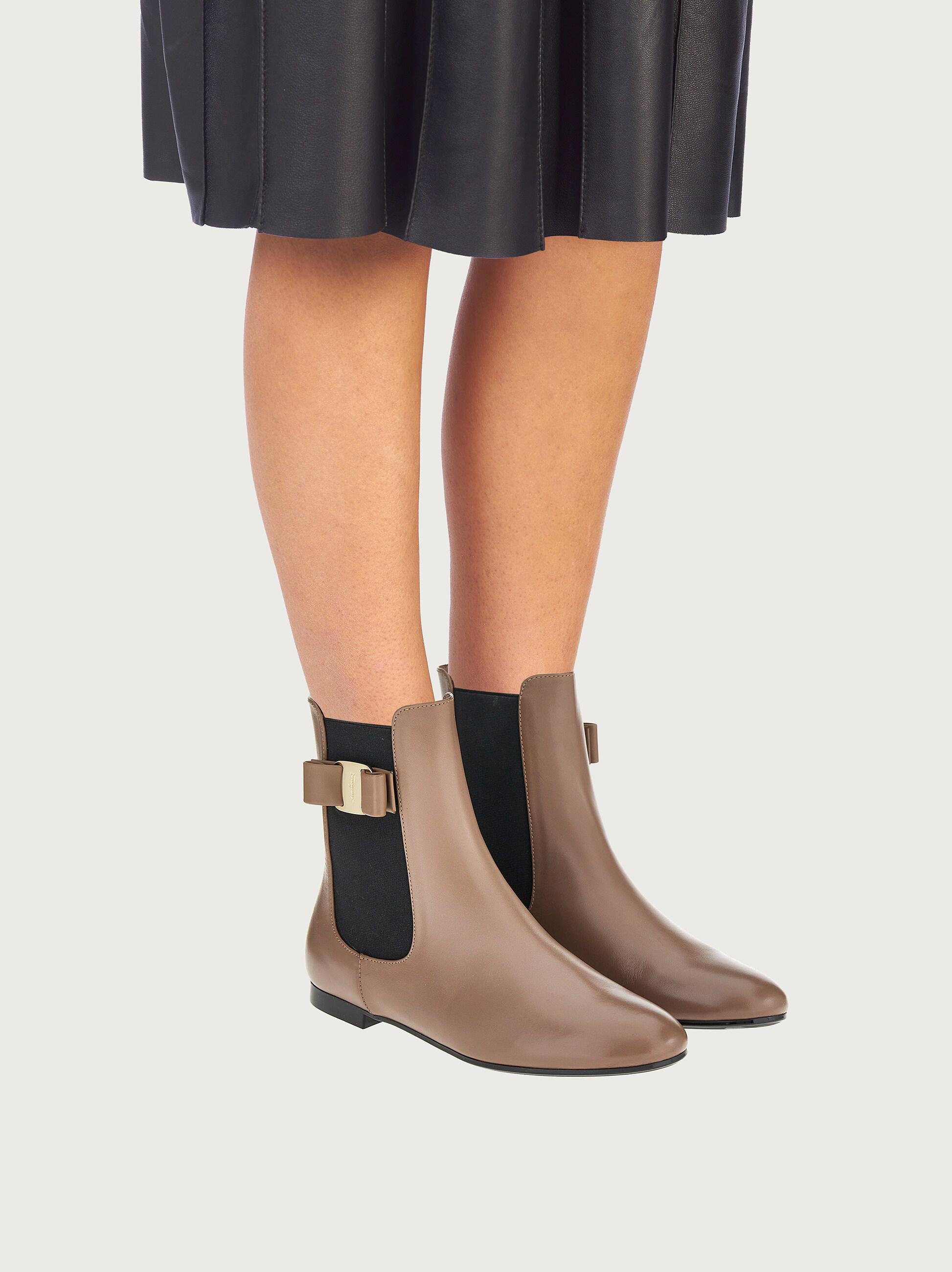 CHELSEA BOOT WITH VARA BOW 4