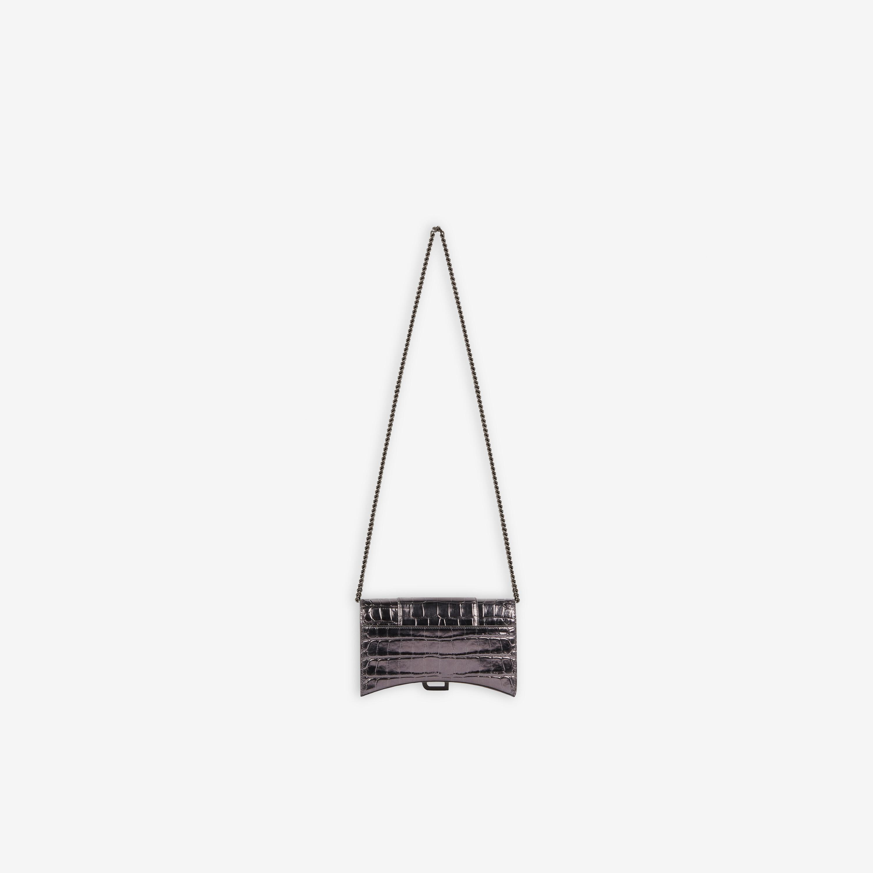 Hourglass Wallet With Chain 1